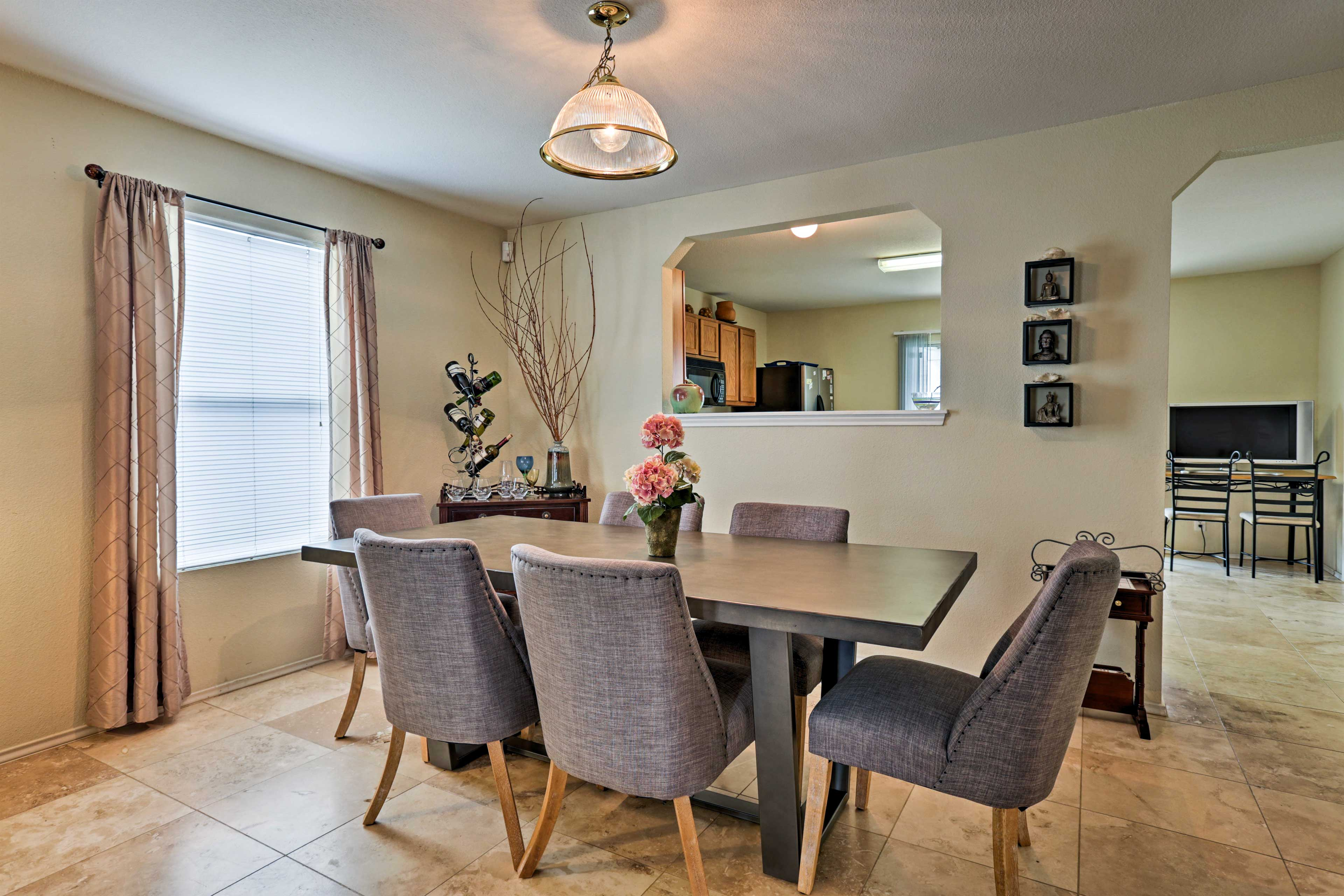 Dining Room | 1st Floor | Dishware/Flatware Provided