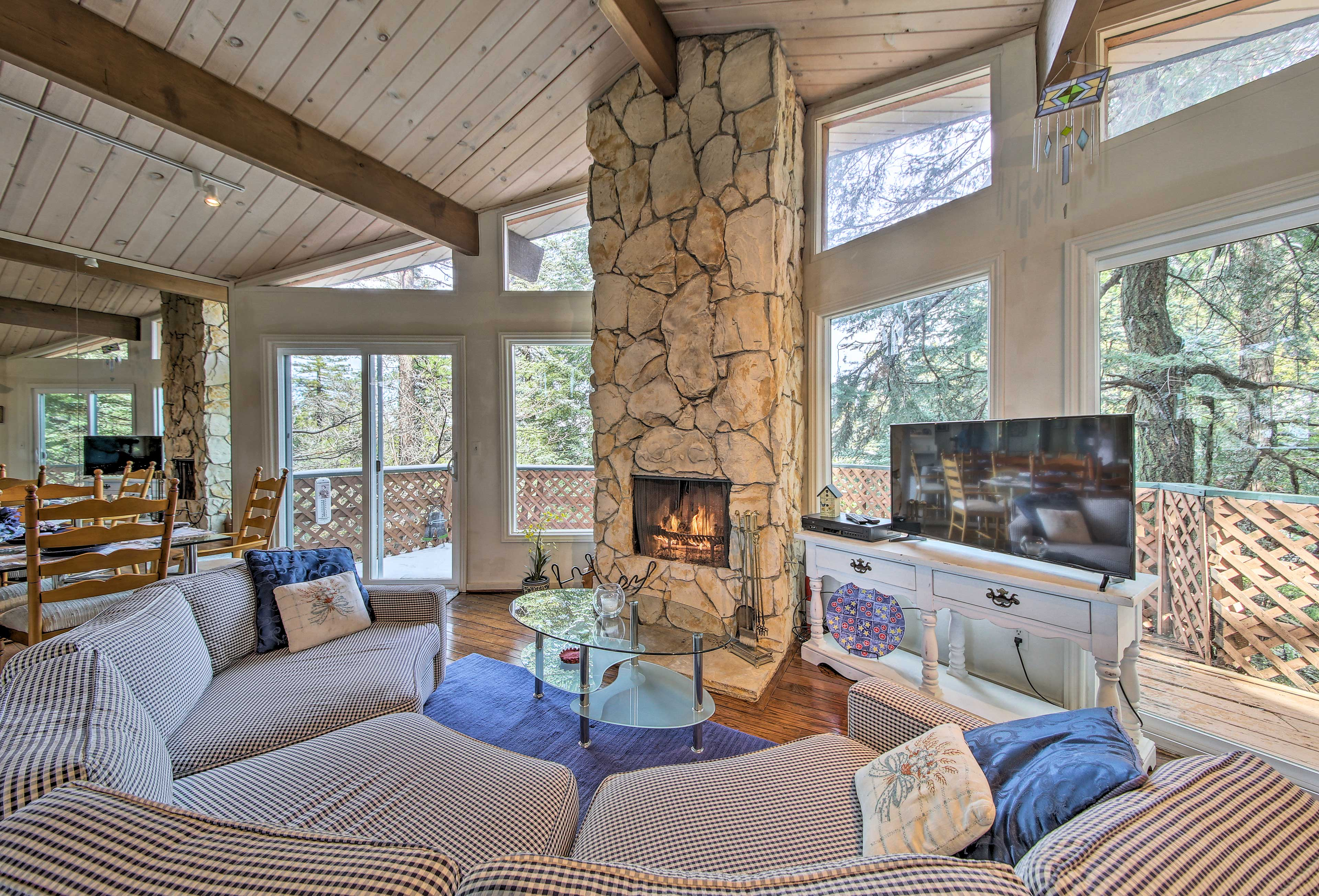 Utilize the gas fireplace on those cooler California evenings!