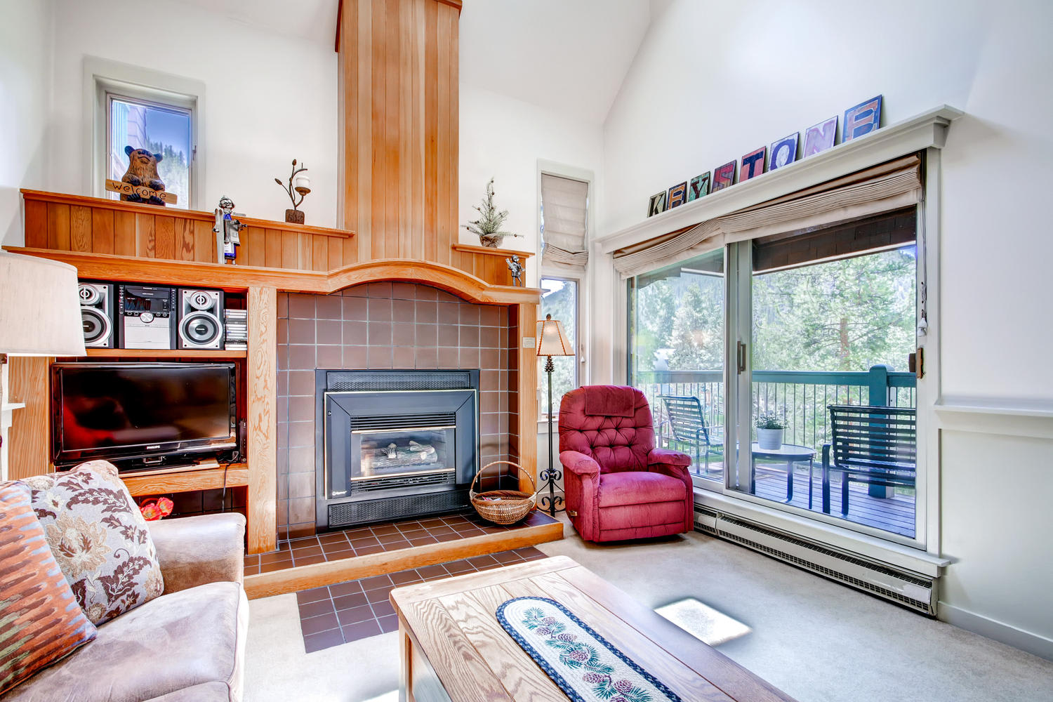 Living Room | Flat-Screen Cable TV | Gas Fireplace