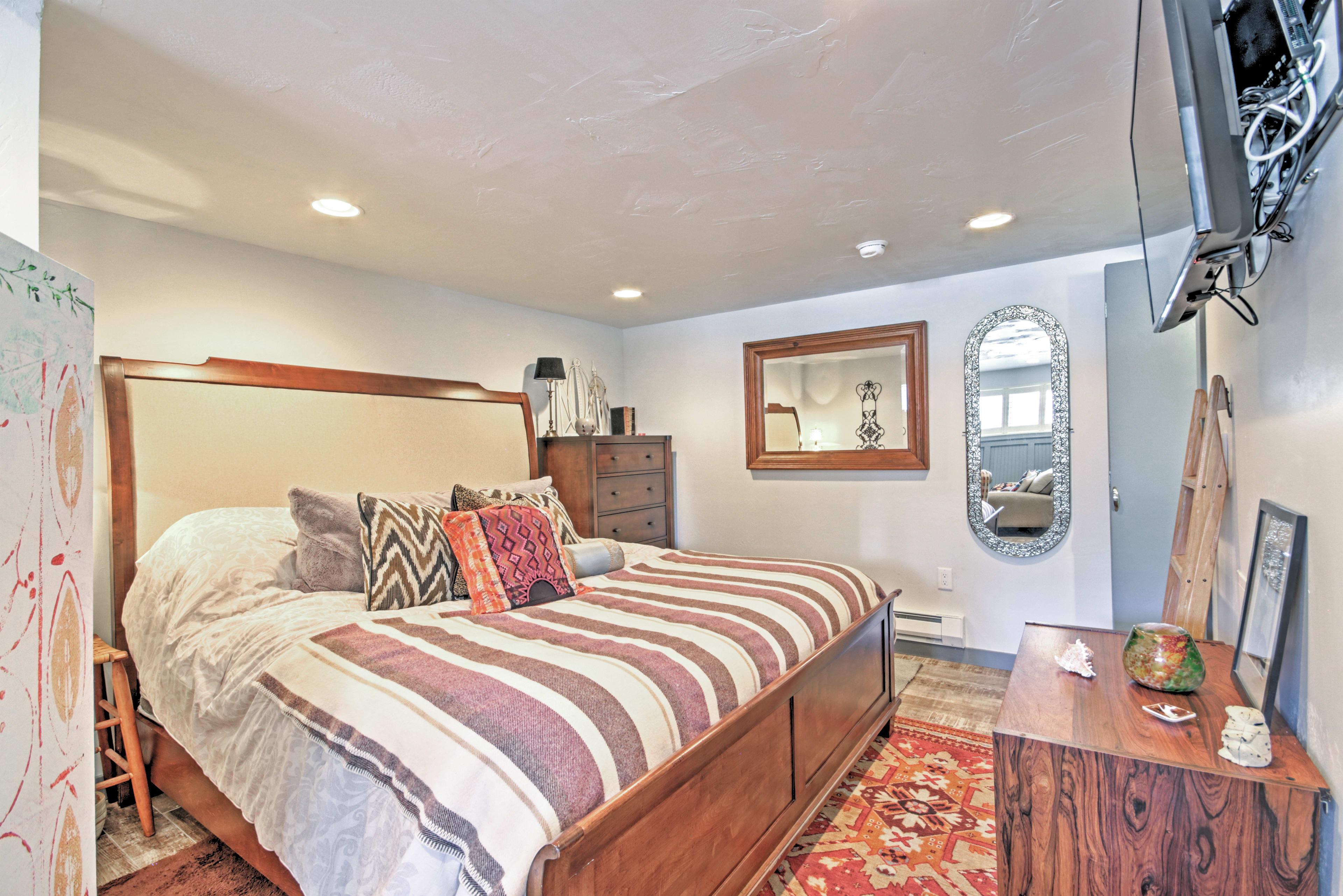 Bedroom | King Bed