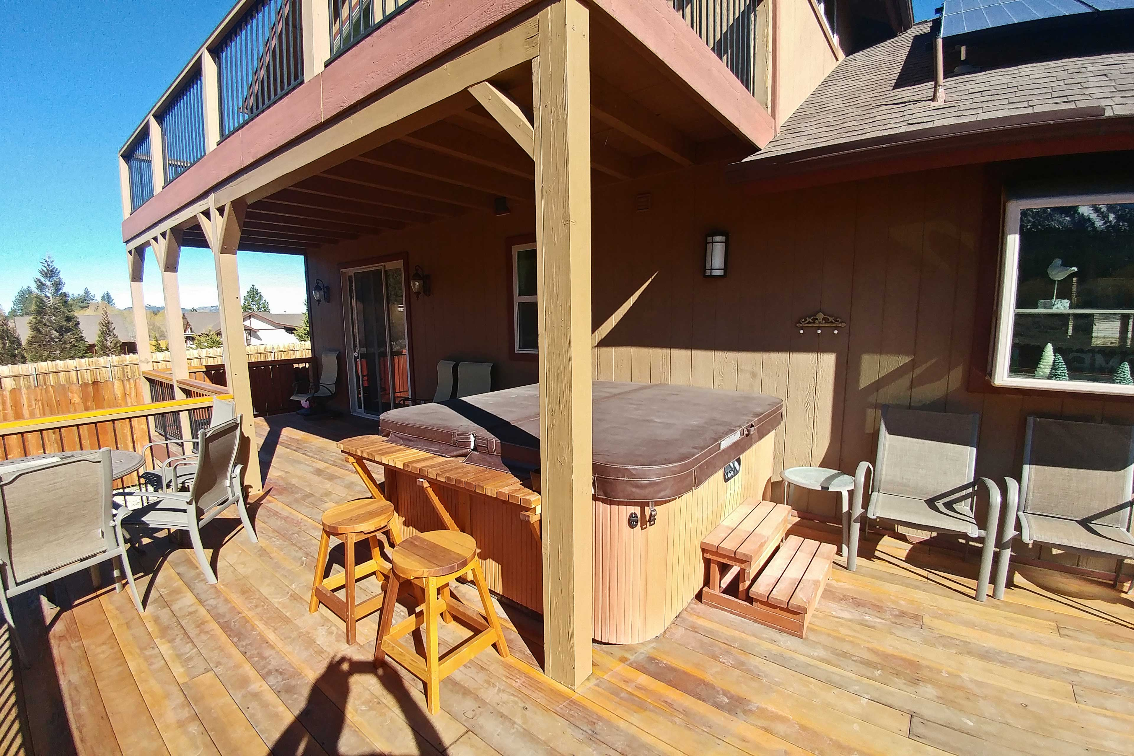 Capture incredible photos from the 2-tiered deck!