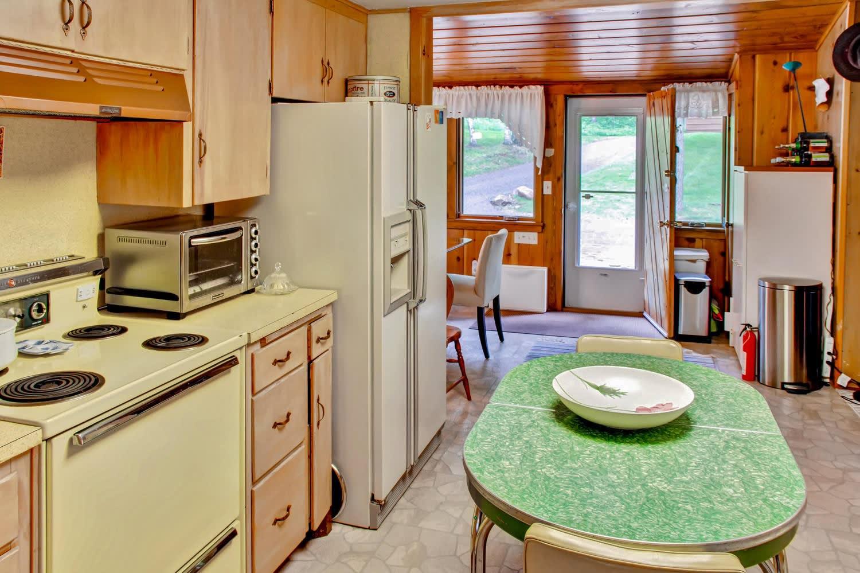 Kitchen | Dishware/Flatware