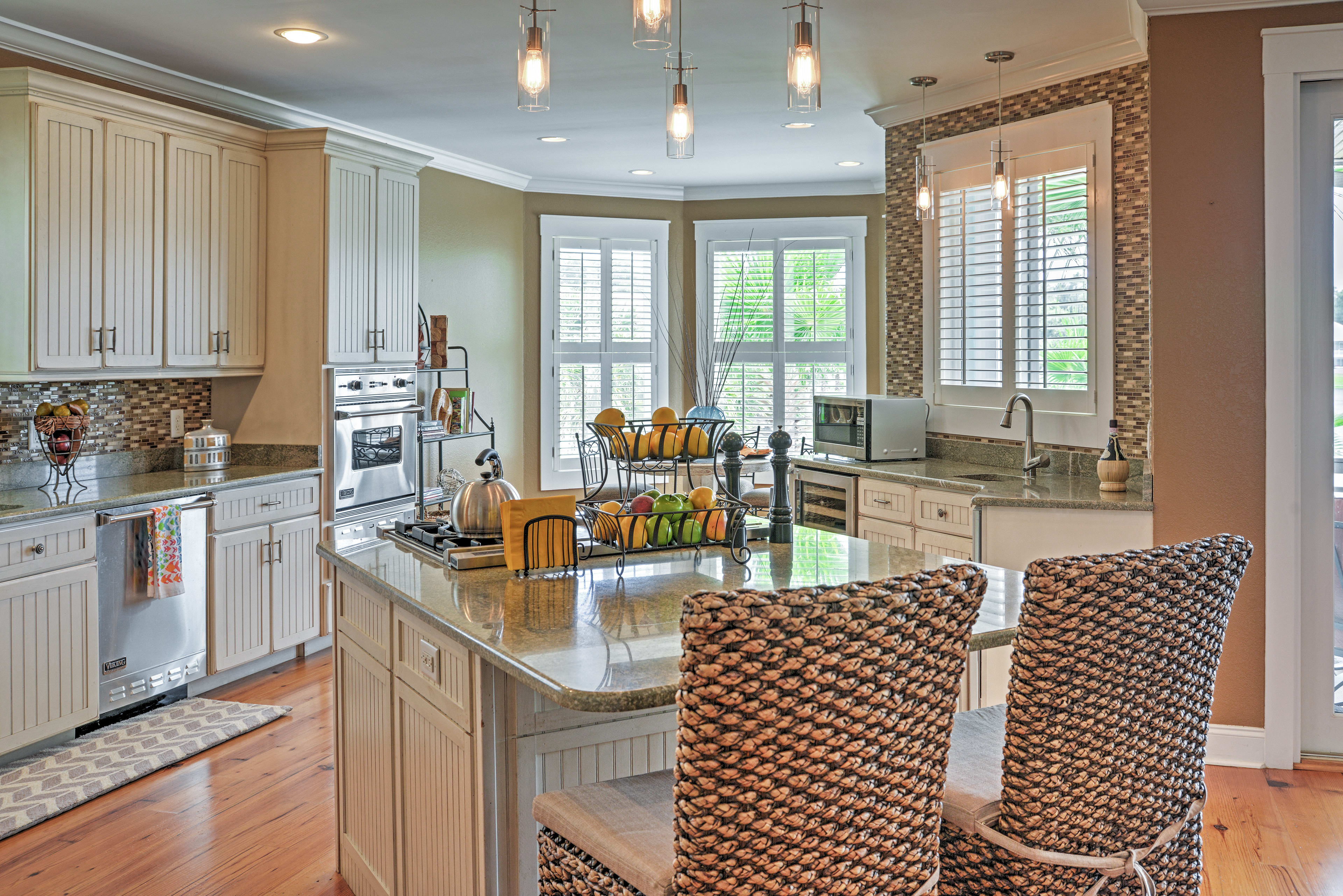 Create mouthwatering meals in the fully equipped kitchen.