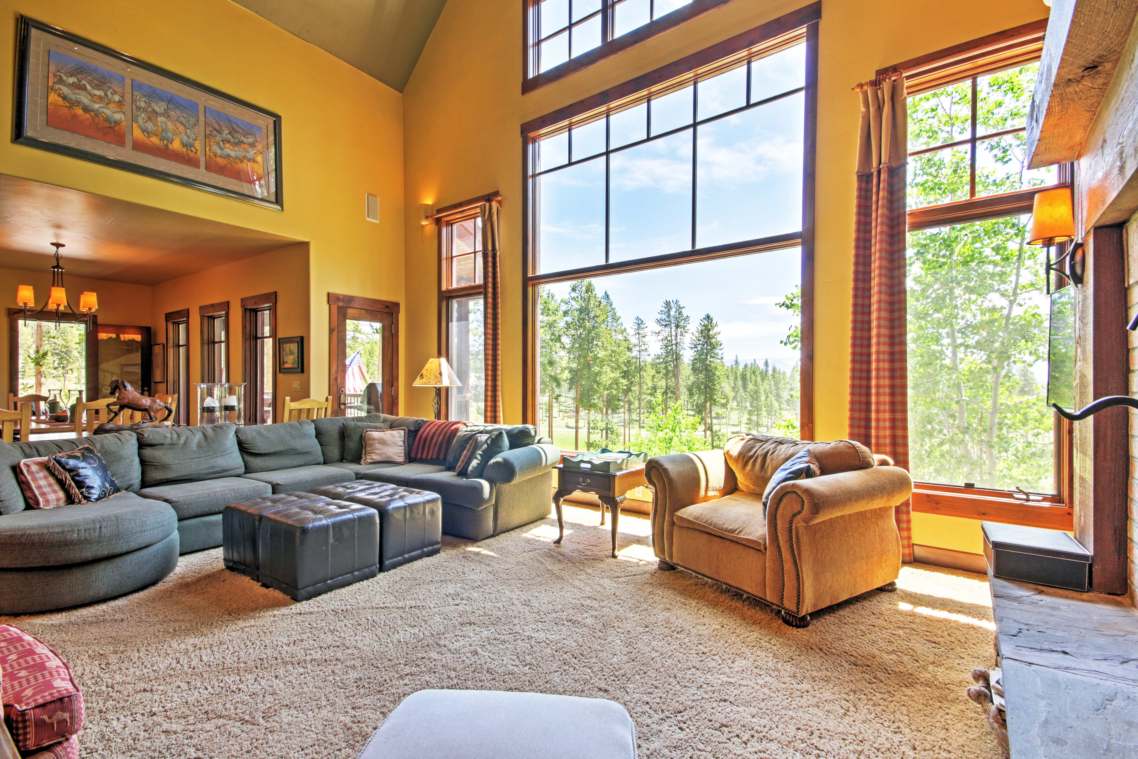 Living Room   Main Level   Free WiFi
