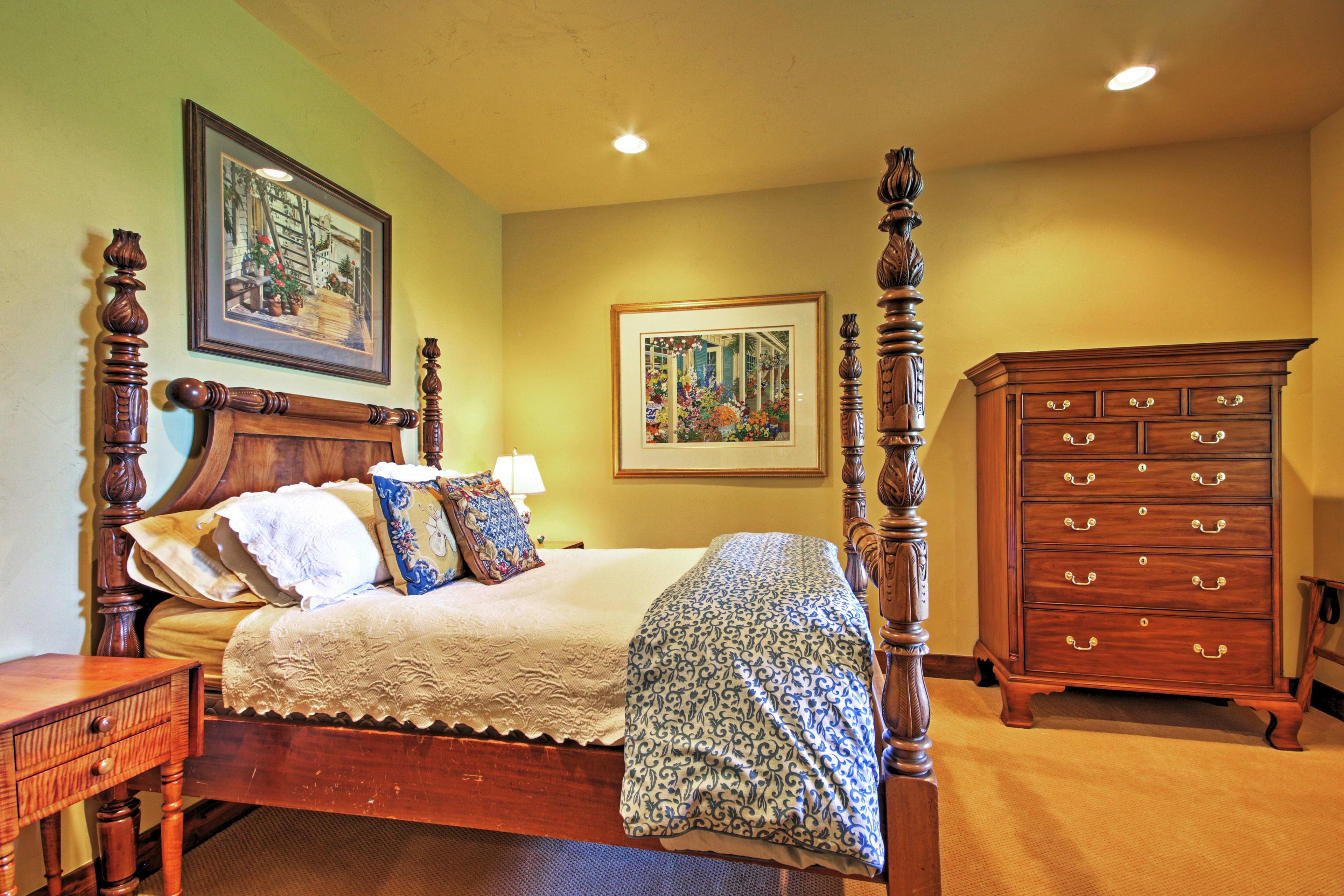 Bedroom 2   Queen Bed   2nd Floor