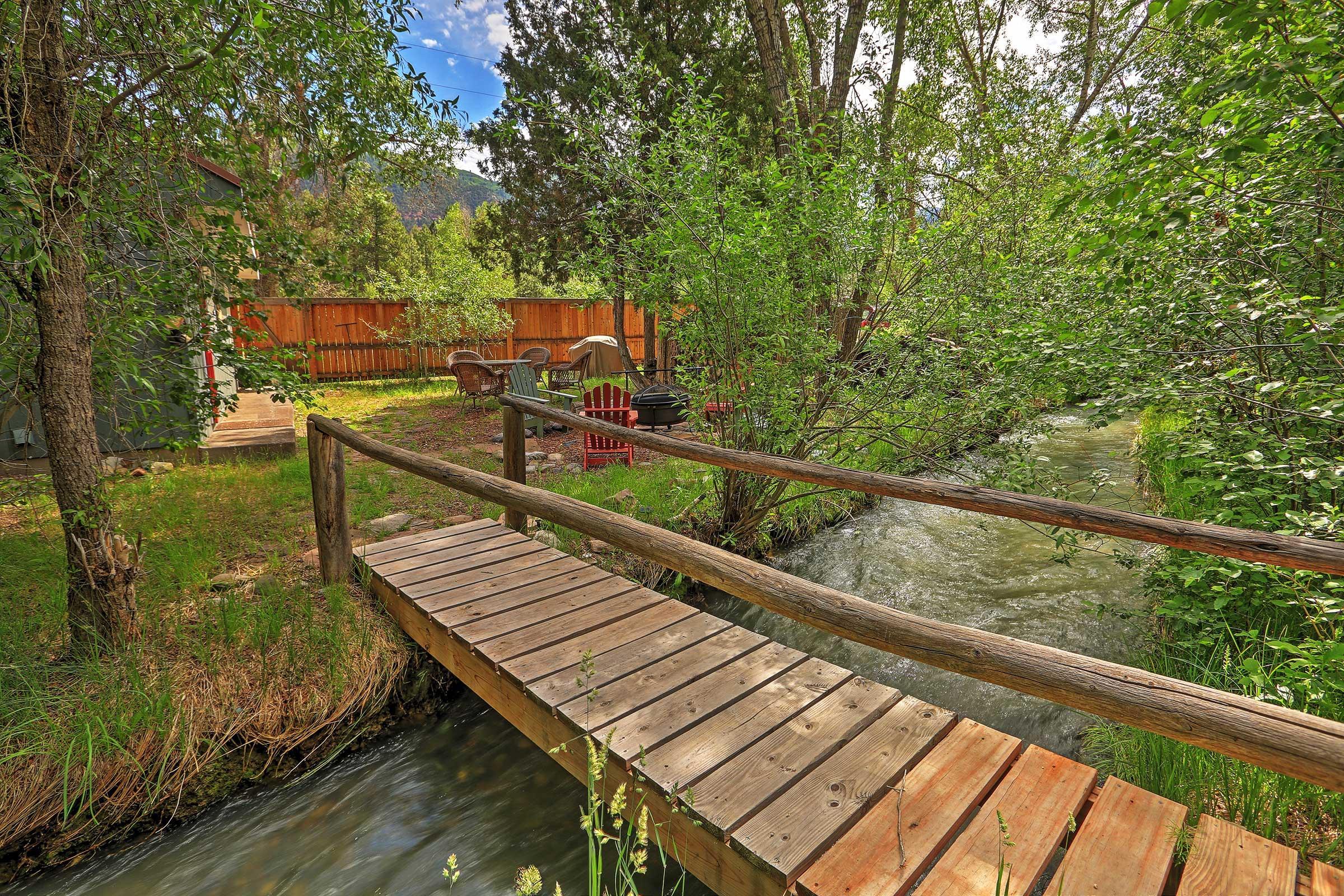 Cottage Exterior   Creekfront   On 2 Acres