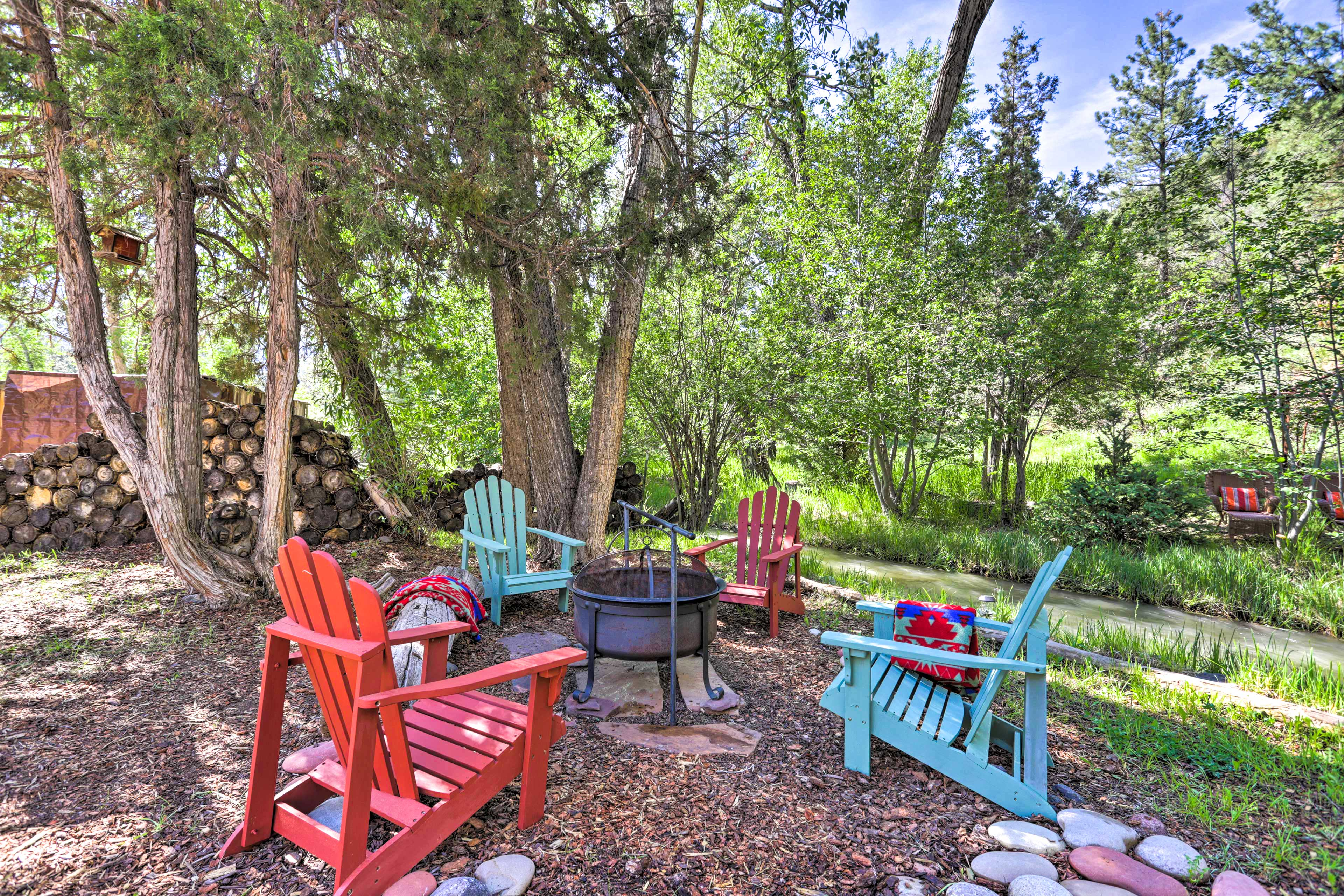 Ridgway Vacation Rental   2BR   1BA   1,080 Sq Ft   'Creekside Cottage'