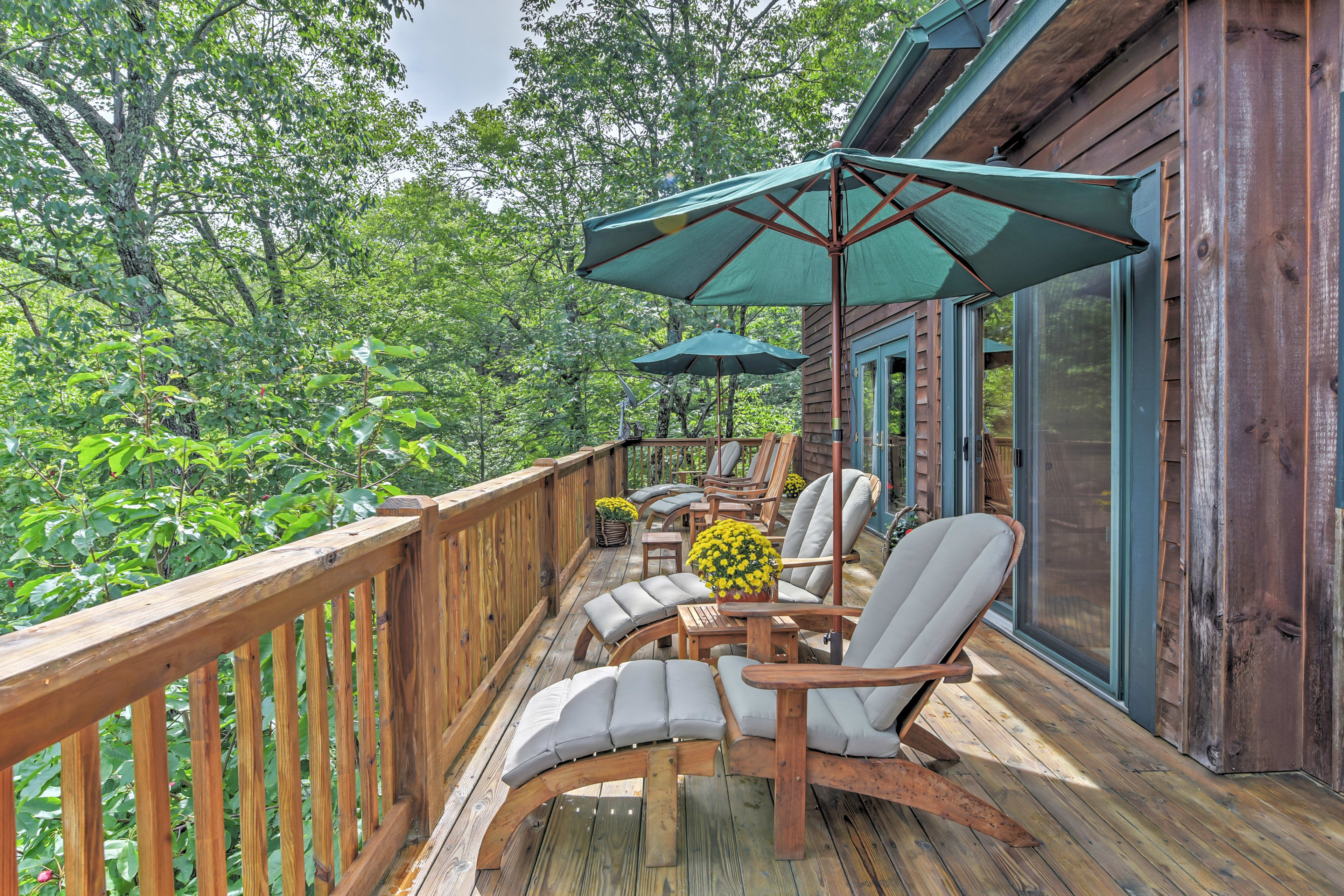 Sit out on the furnished porch to take in the unbeatable mountain views.