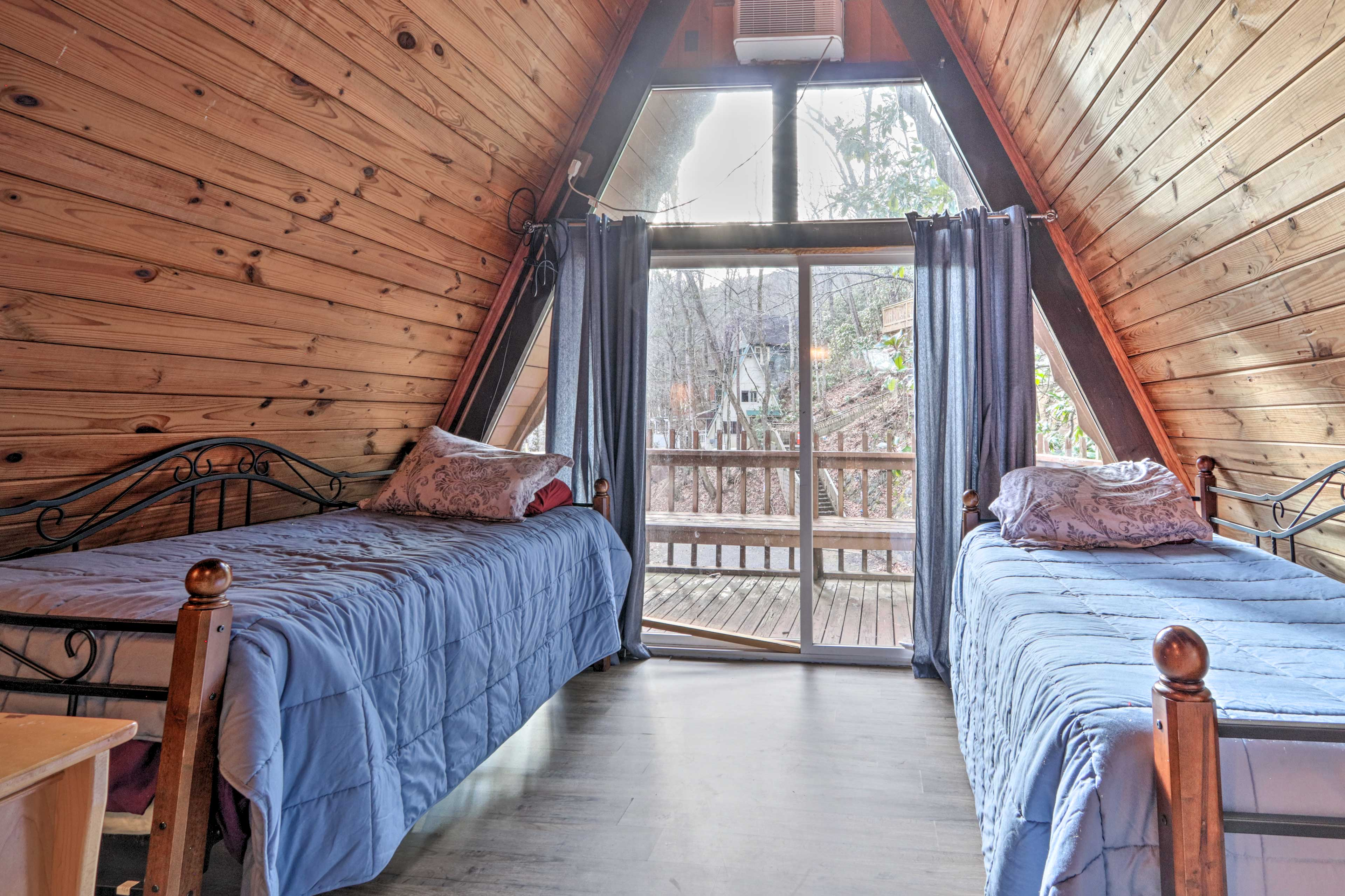 Bedroom 2 | 2 Twin Beds | Linens Provided | 2nd Level