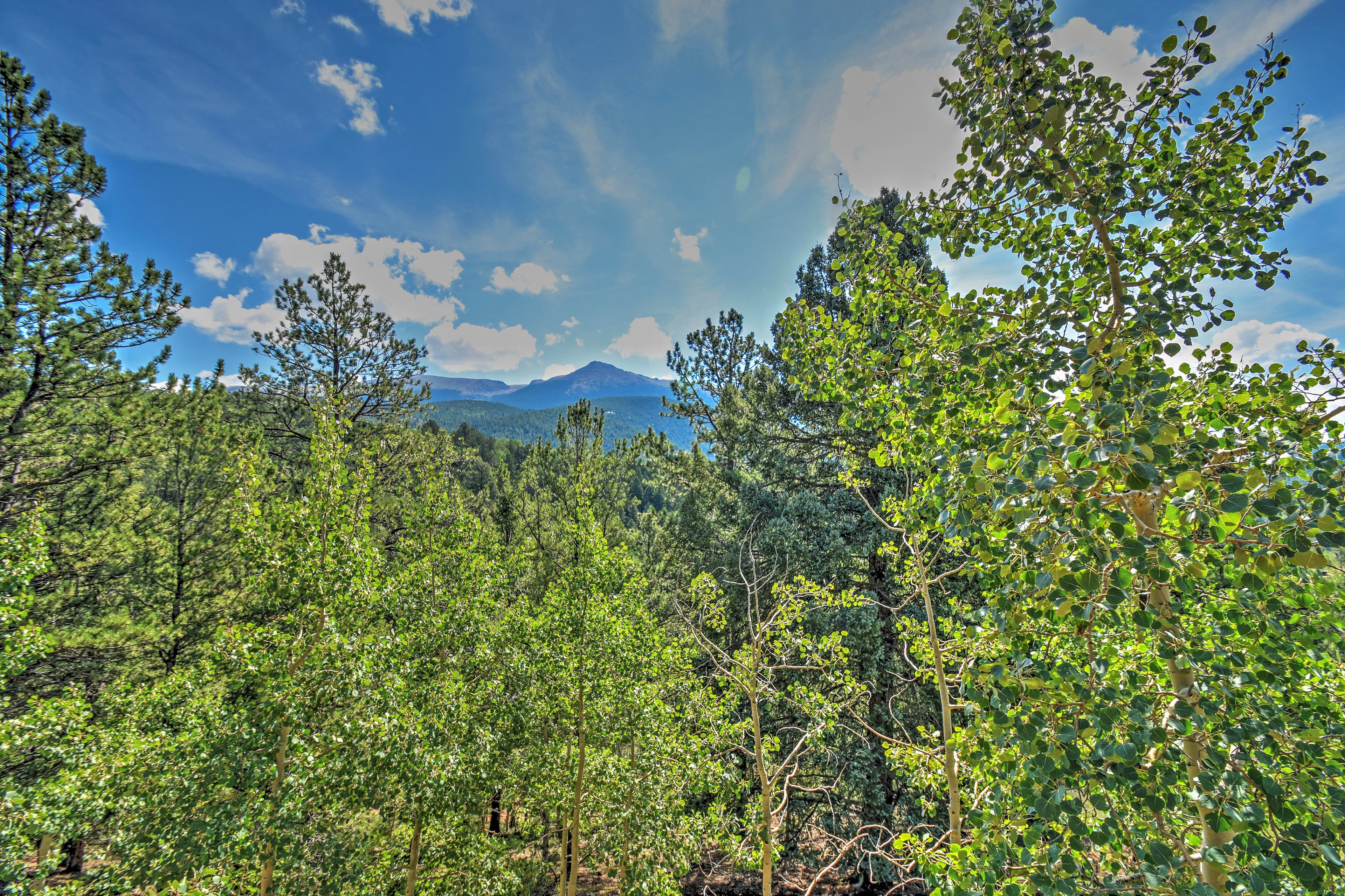 You'll love seeing these mountain views every day!