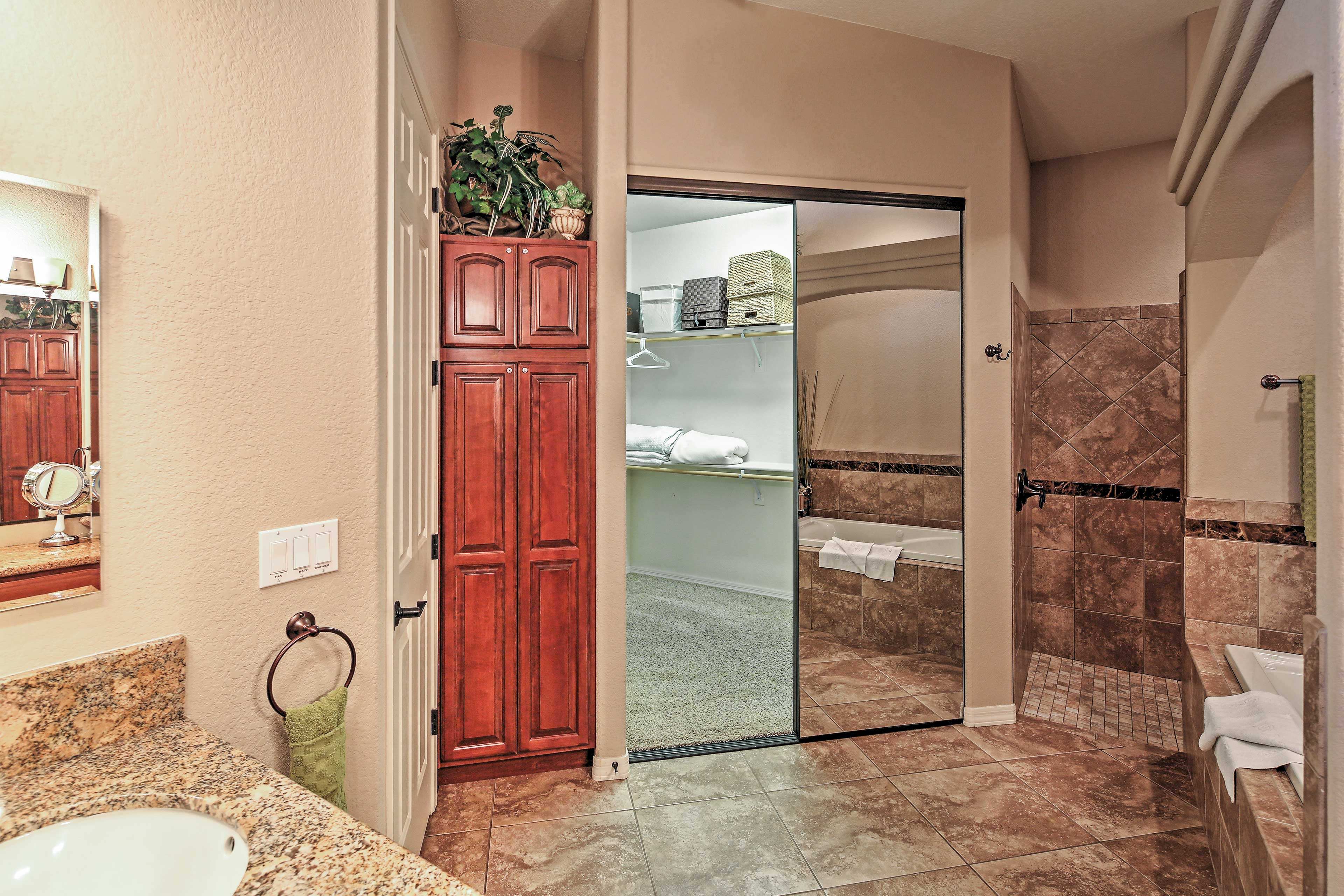 En-Suite Bathroom   Walk-In Closet