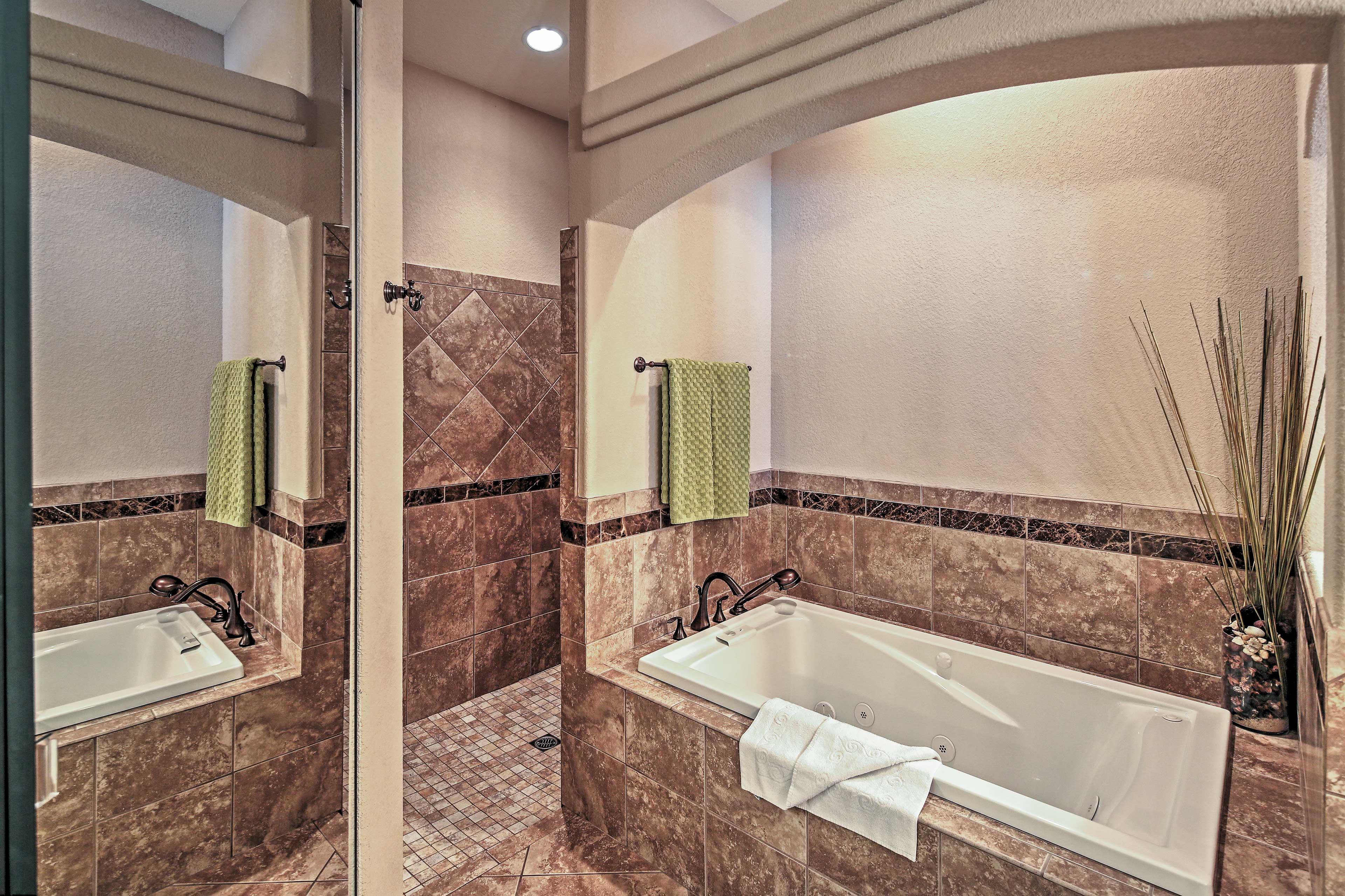 En-Suite Bathroom   Jetted Tub   Walk-In Shower