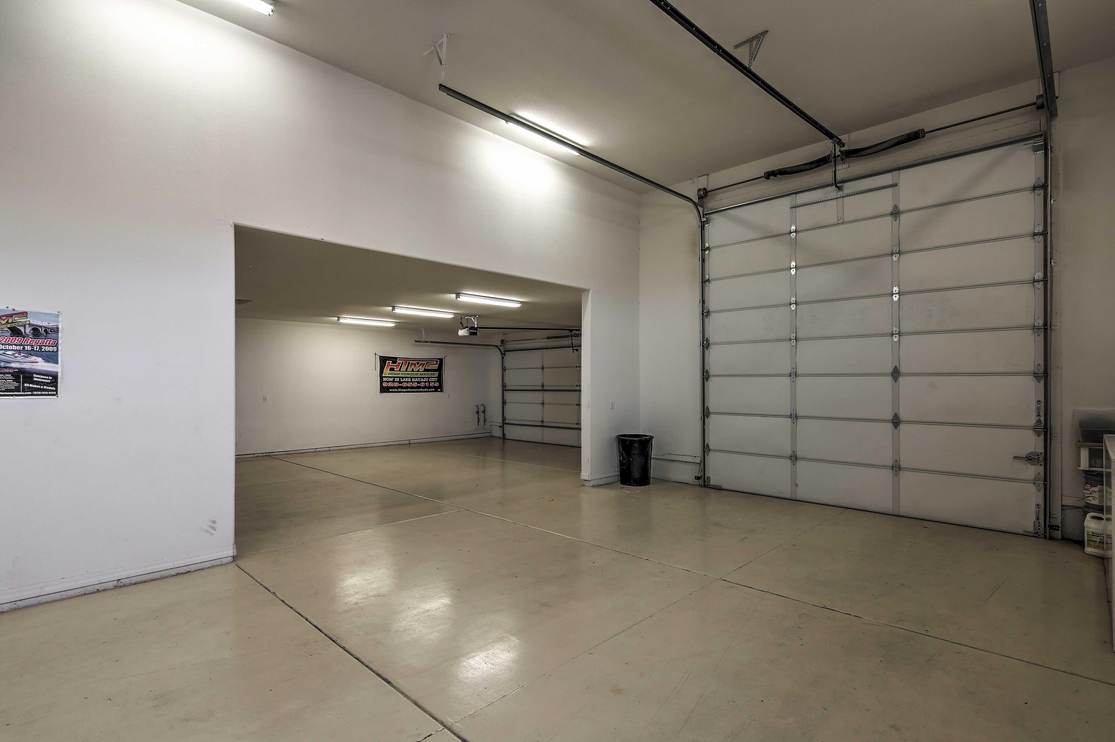 Parking   Garage (2 Vehicles)