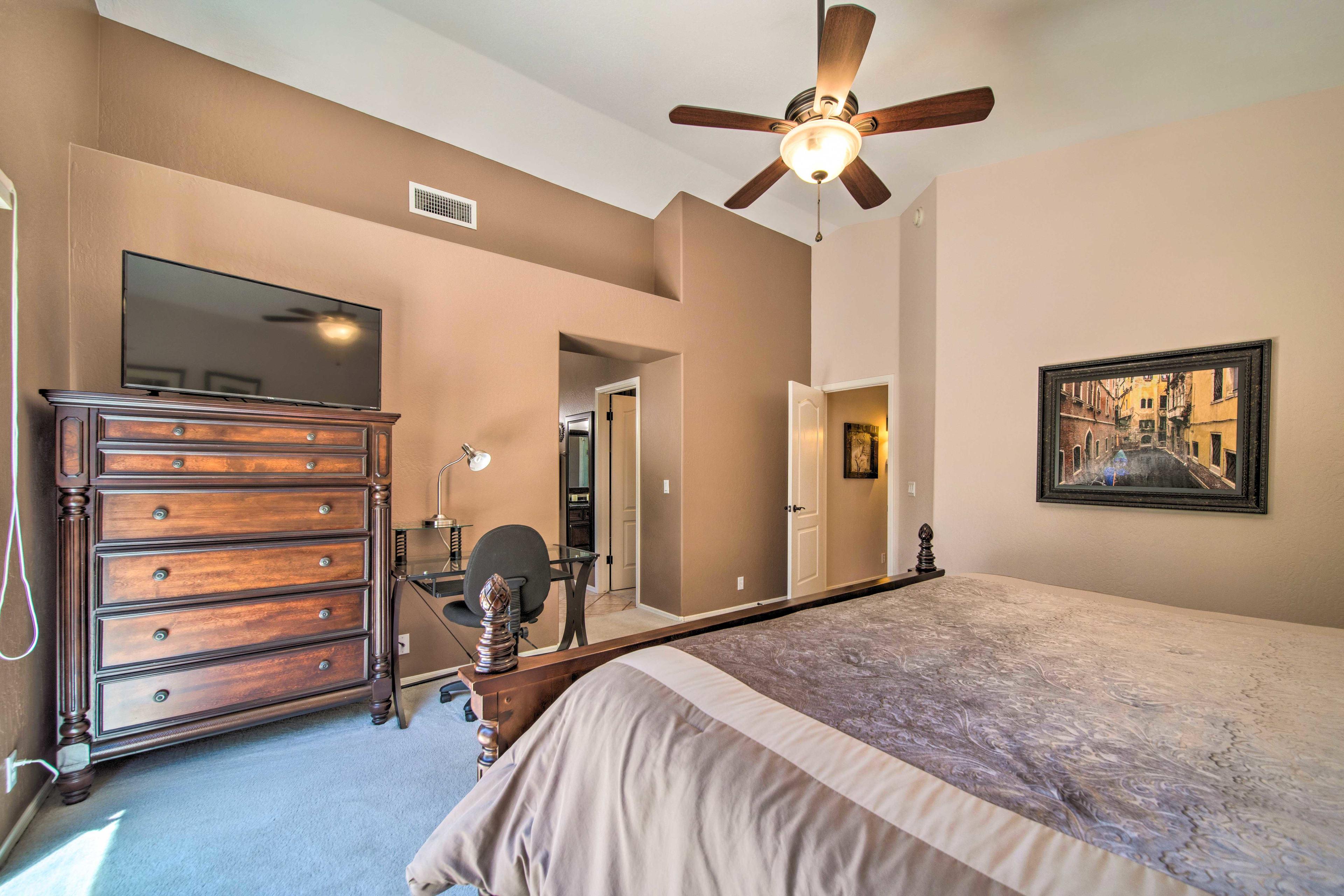 Bedroom 1 | Smart TV | Desk Space