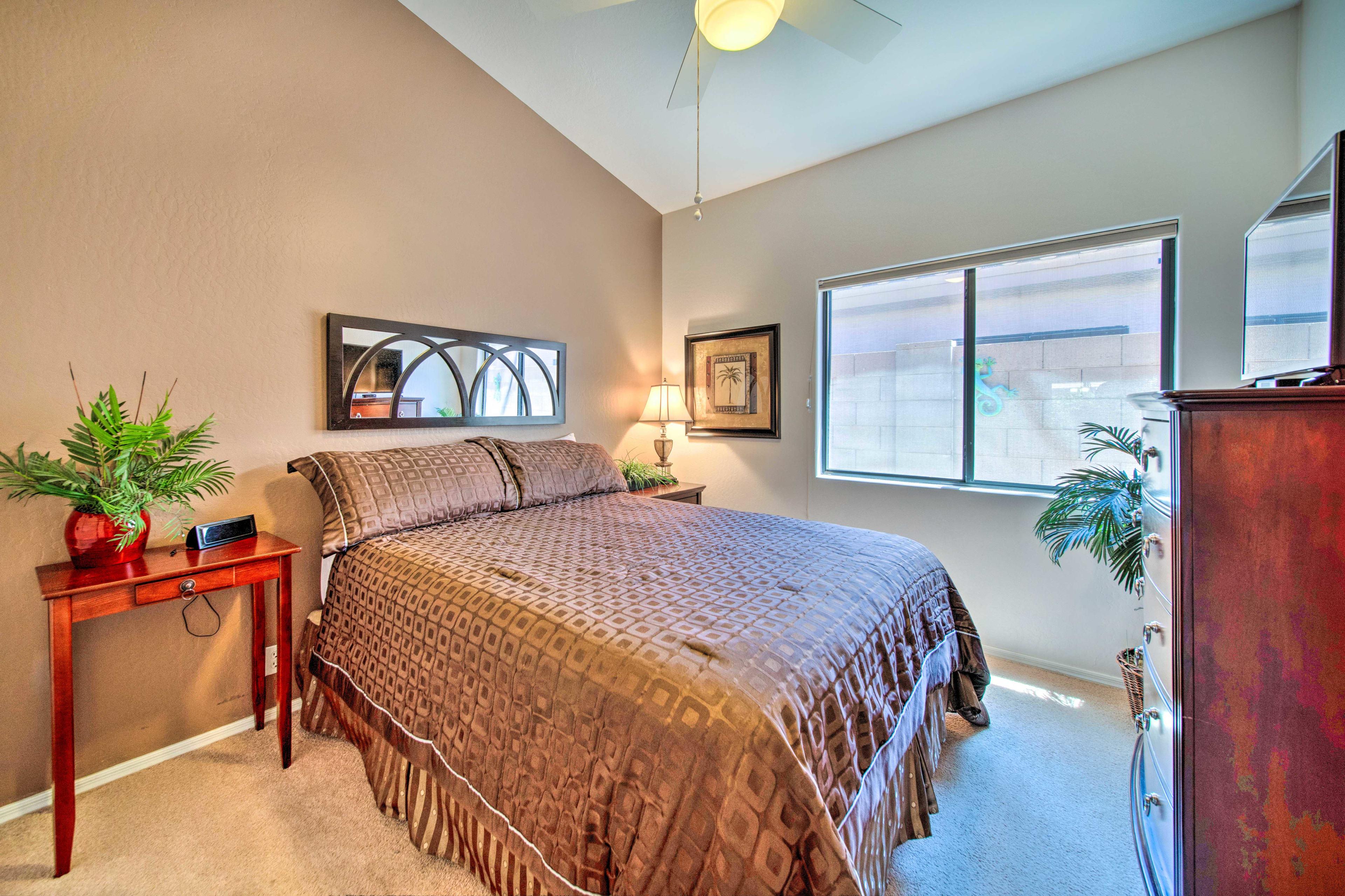 Bedroom 3 | Queen Bed | Smart TV