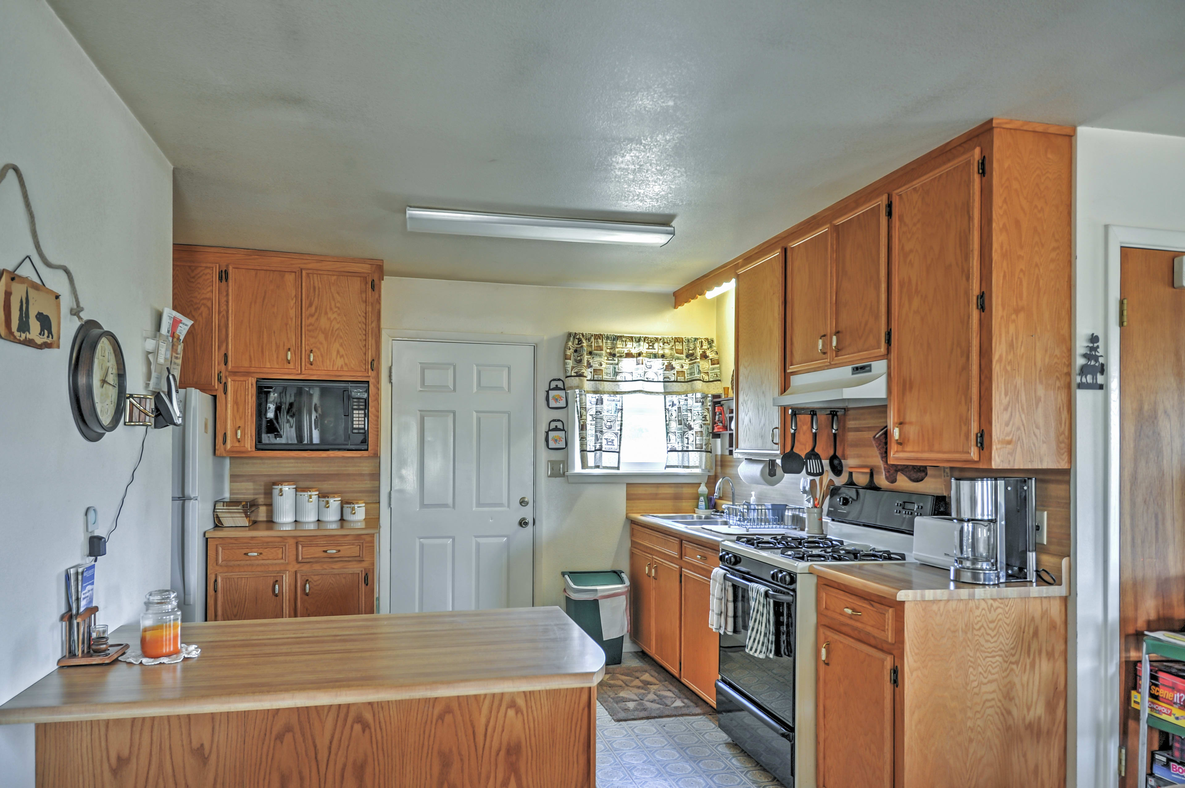 This quaint kitchen is ready to aid you in concocting delicious meals.