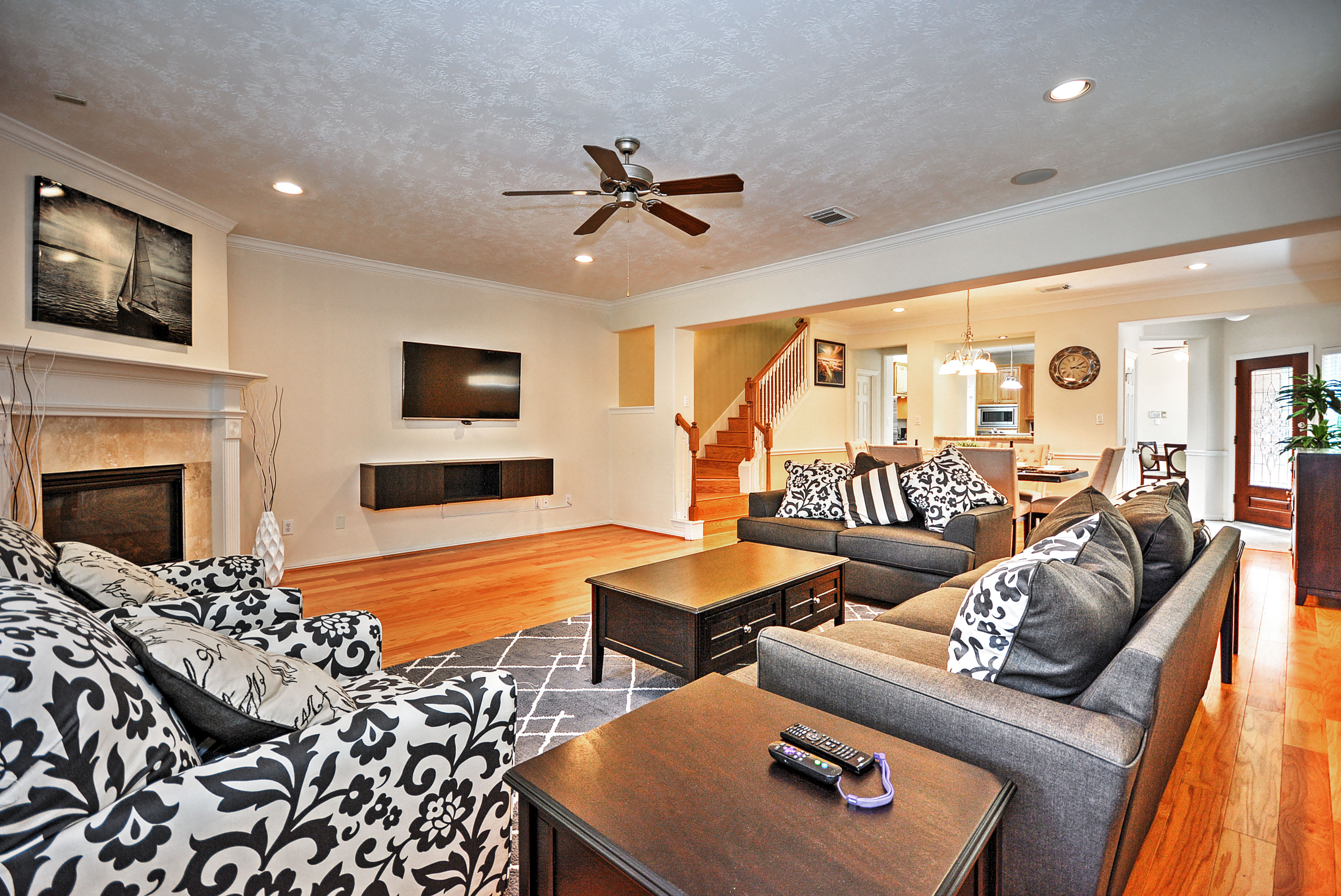 Escape to this luxurious 4-bed, 2.5-bath vacation rental townhome in Houston.