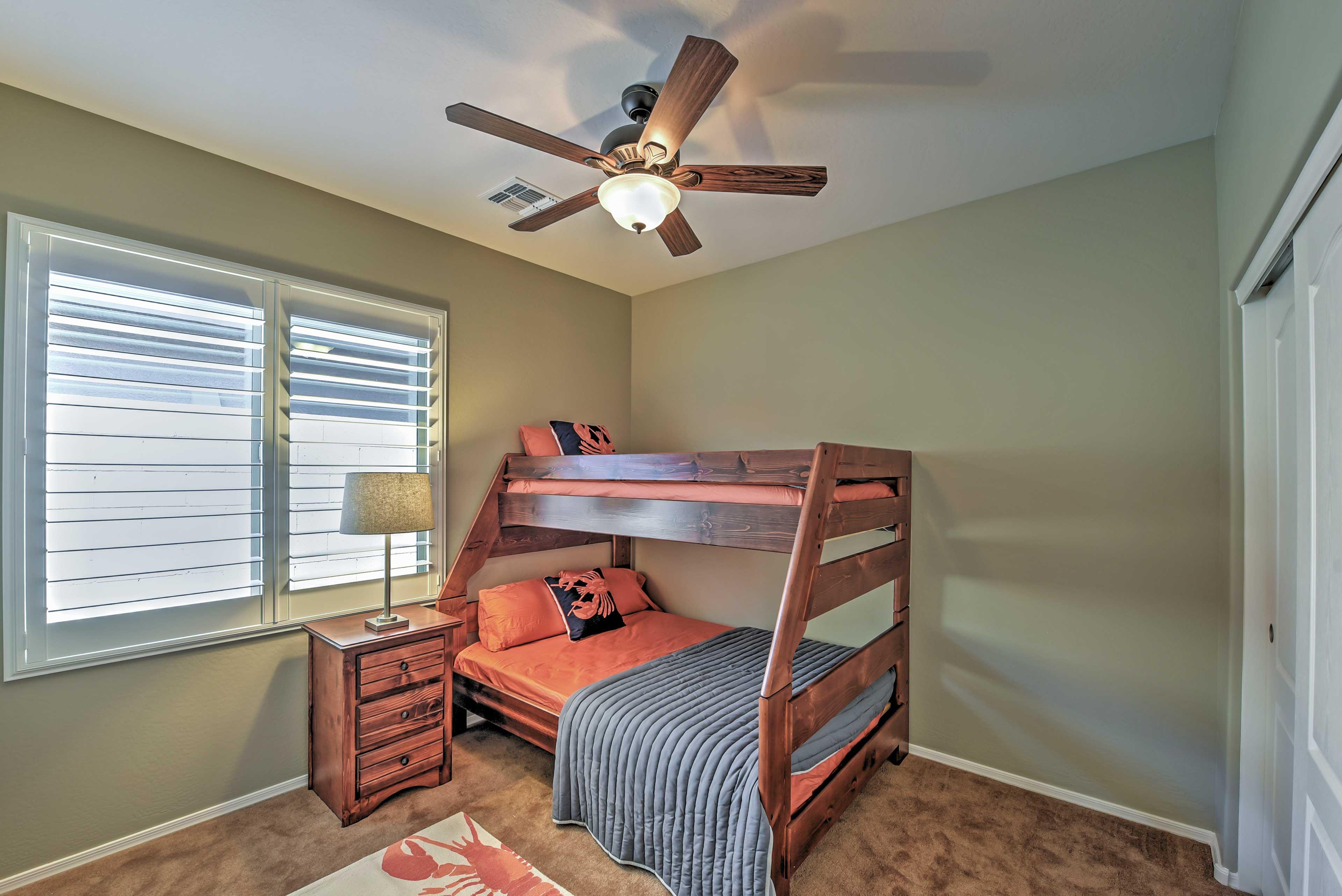 Bedroom 3 | Twin/Full Bunk Bed