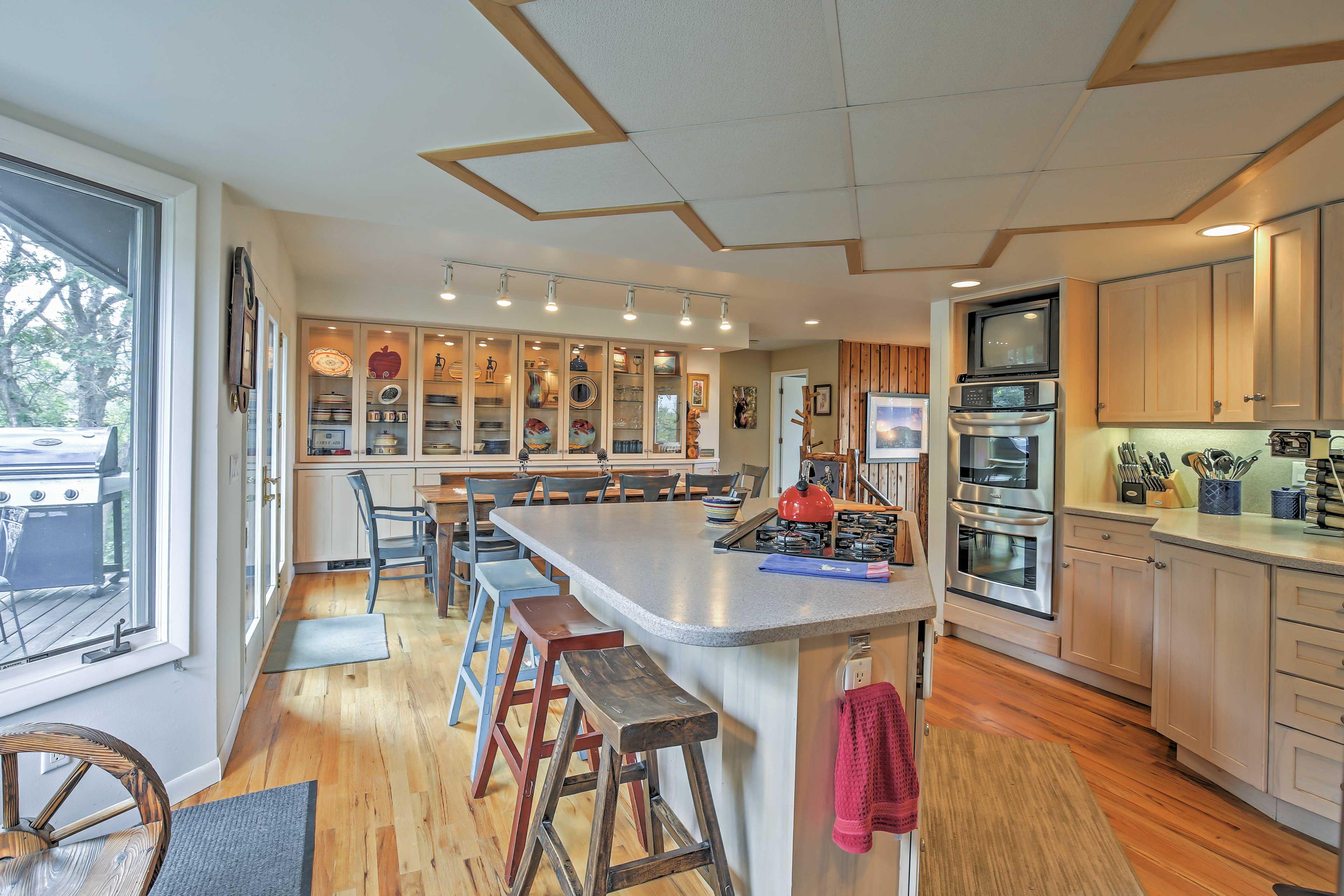 Prepare delicious recipes in the full kitchen.