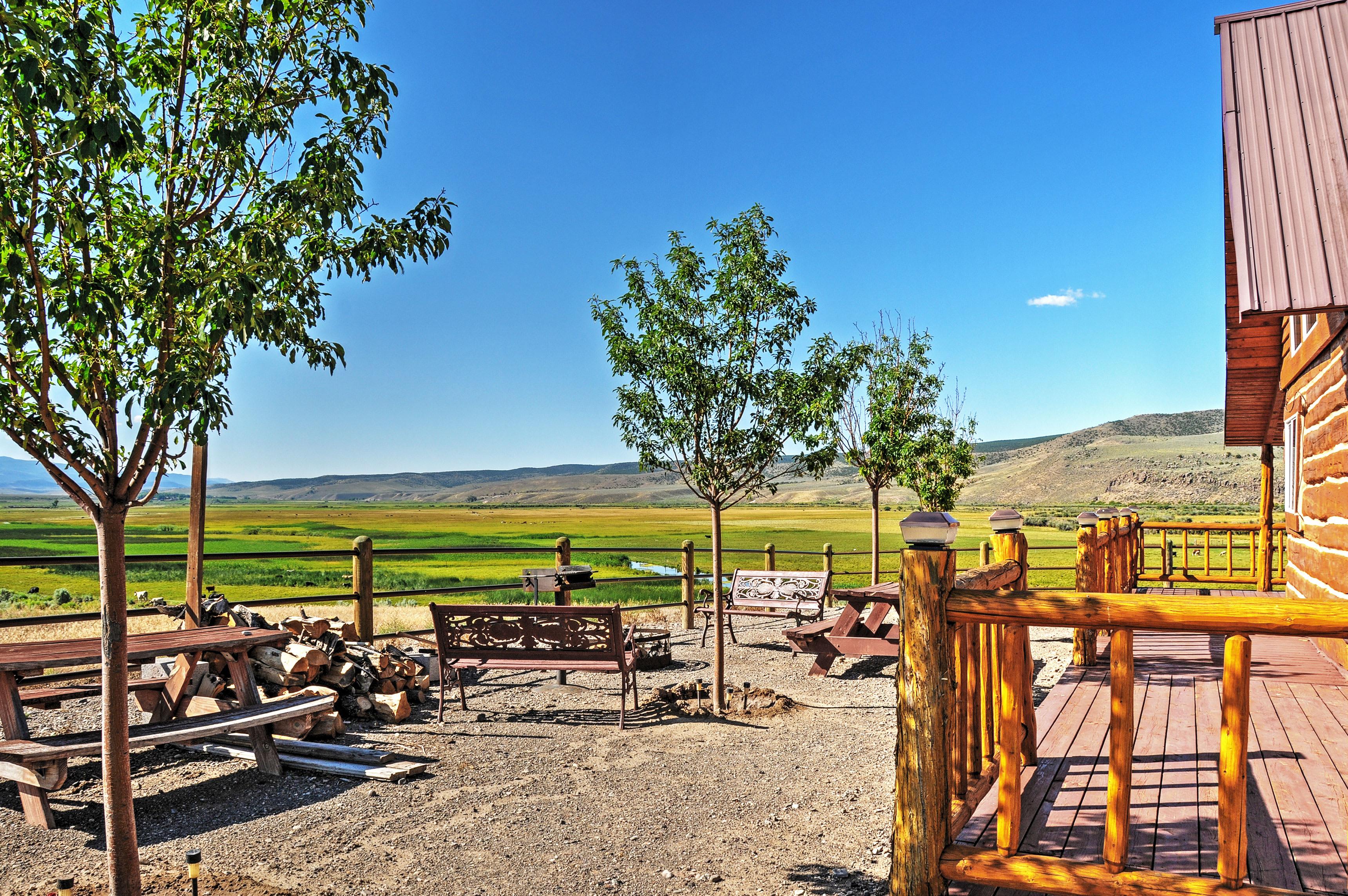 Enjoy marvelous views of the extensive plains and stunning mountain vistas.