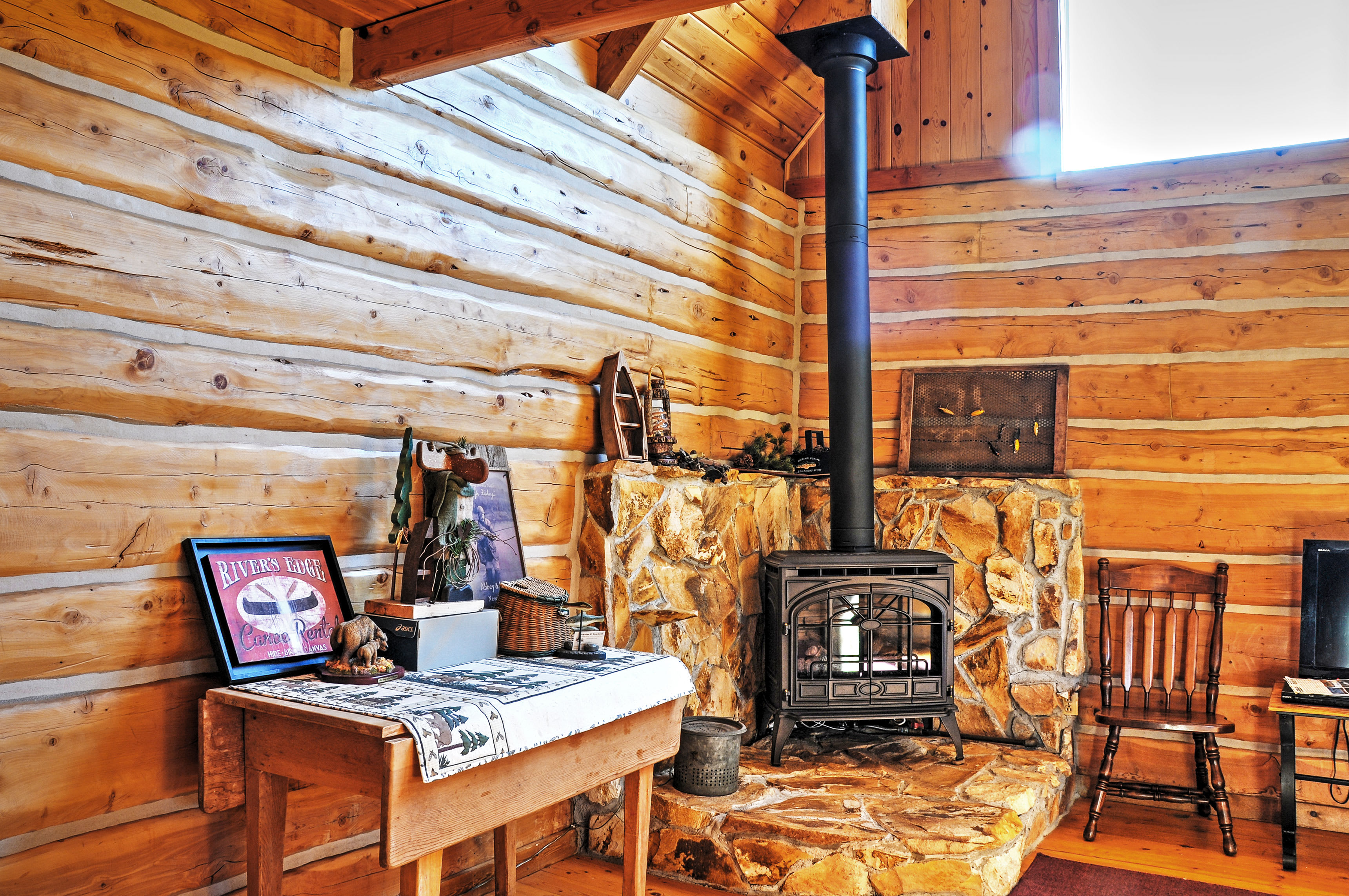 You're sure to love the cozy mountain-themed decor!