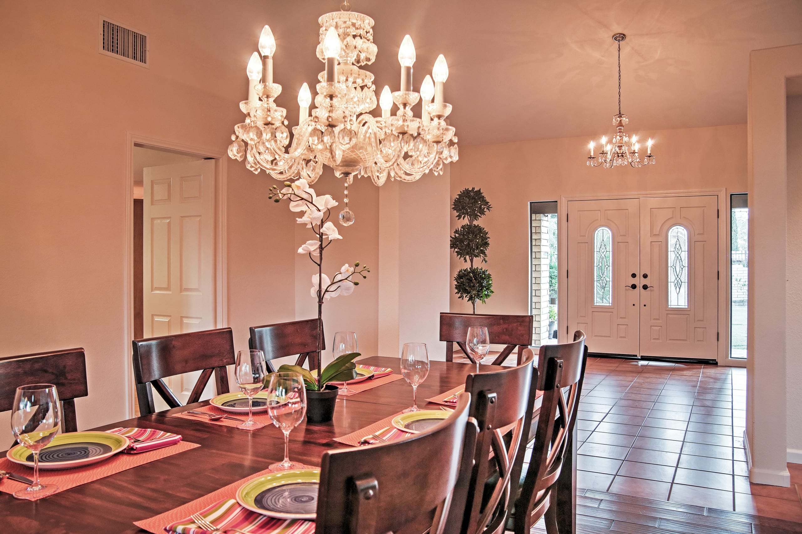 Enjoy delicious meals at this elegant dining table.