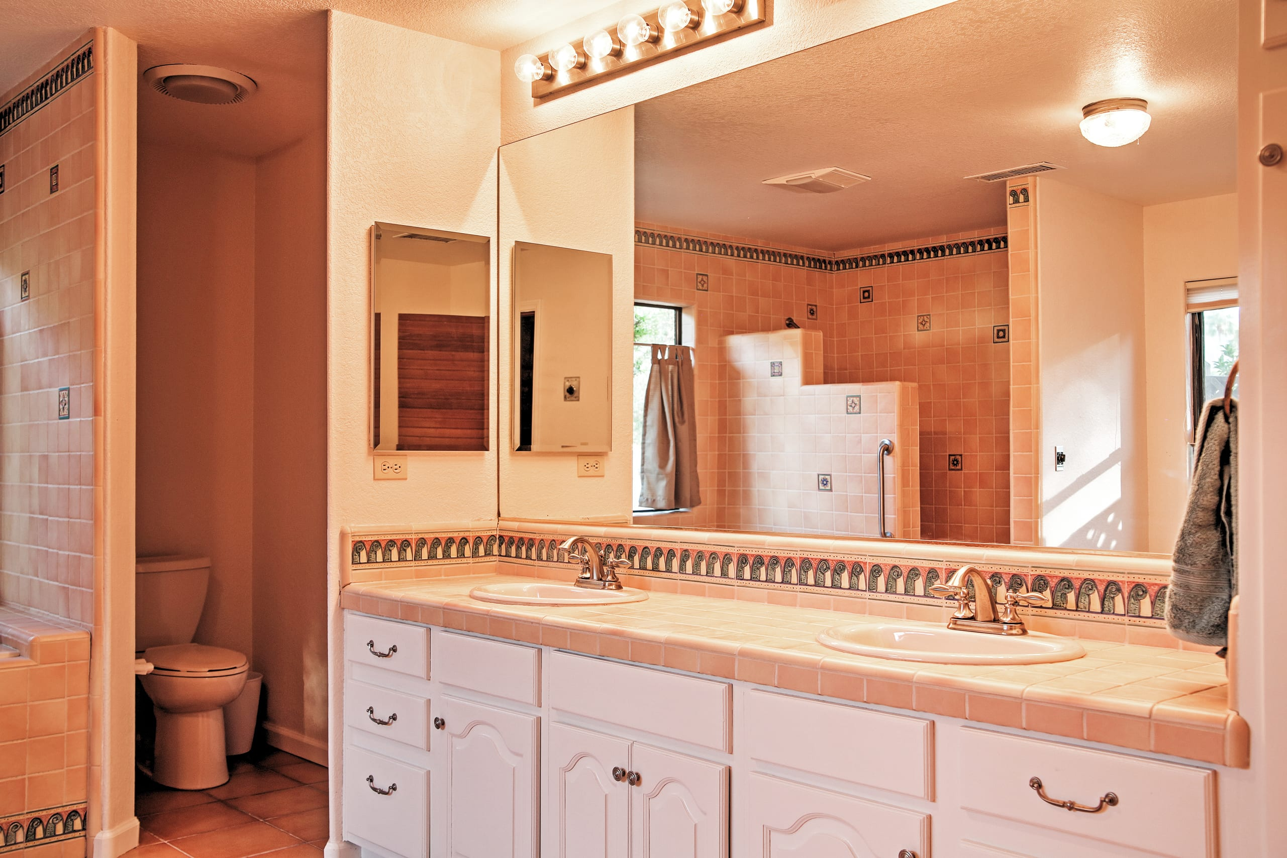 This clean bathroom provides plenty of counter space!