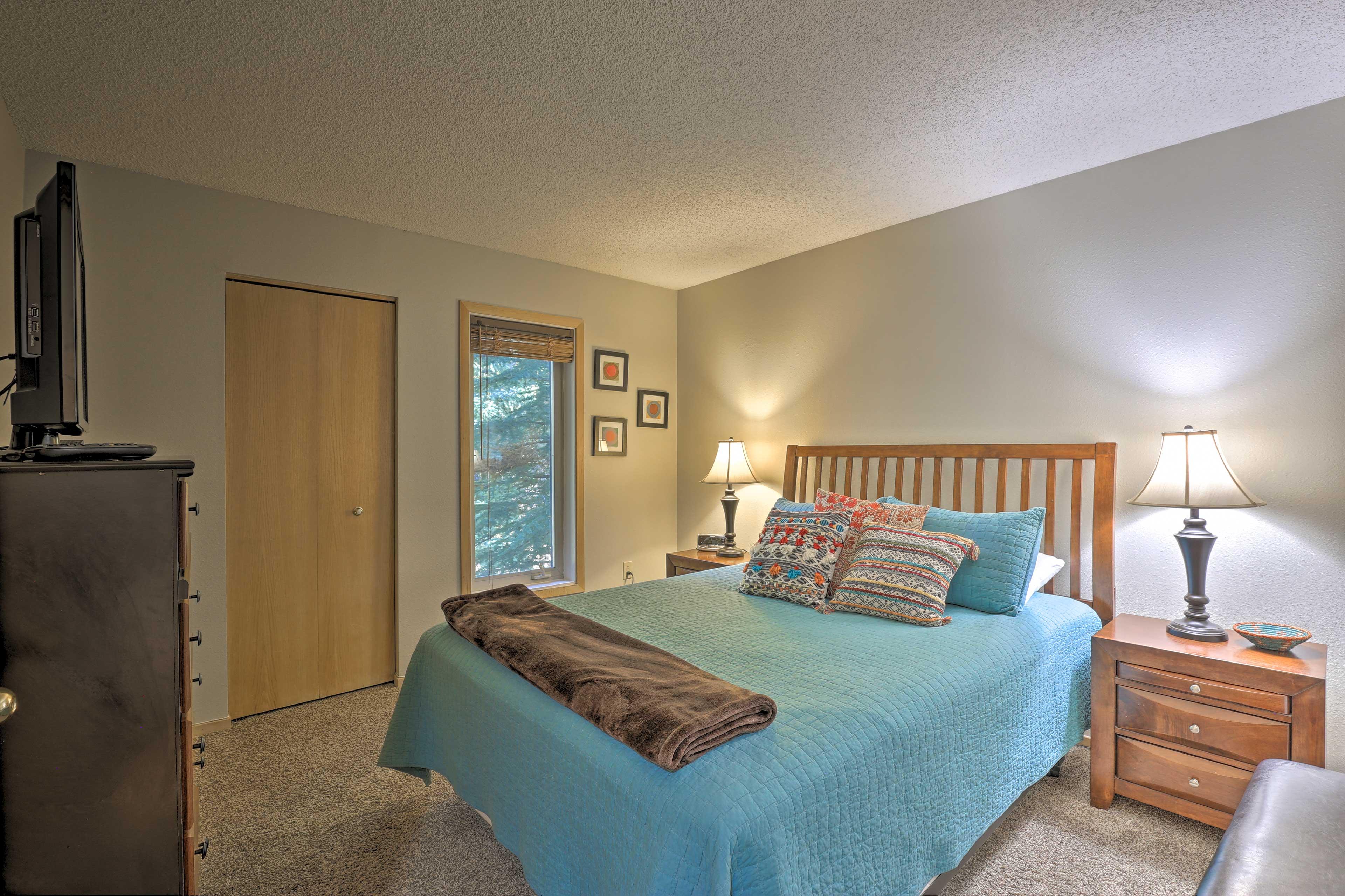 Bedroom 2 | Queen Bed | Flat-Screen Cable TV