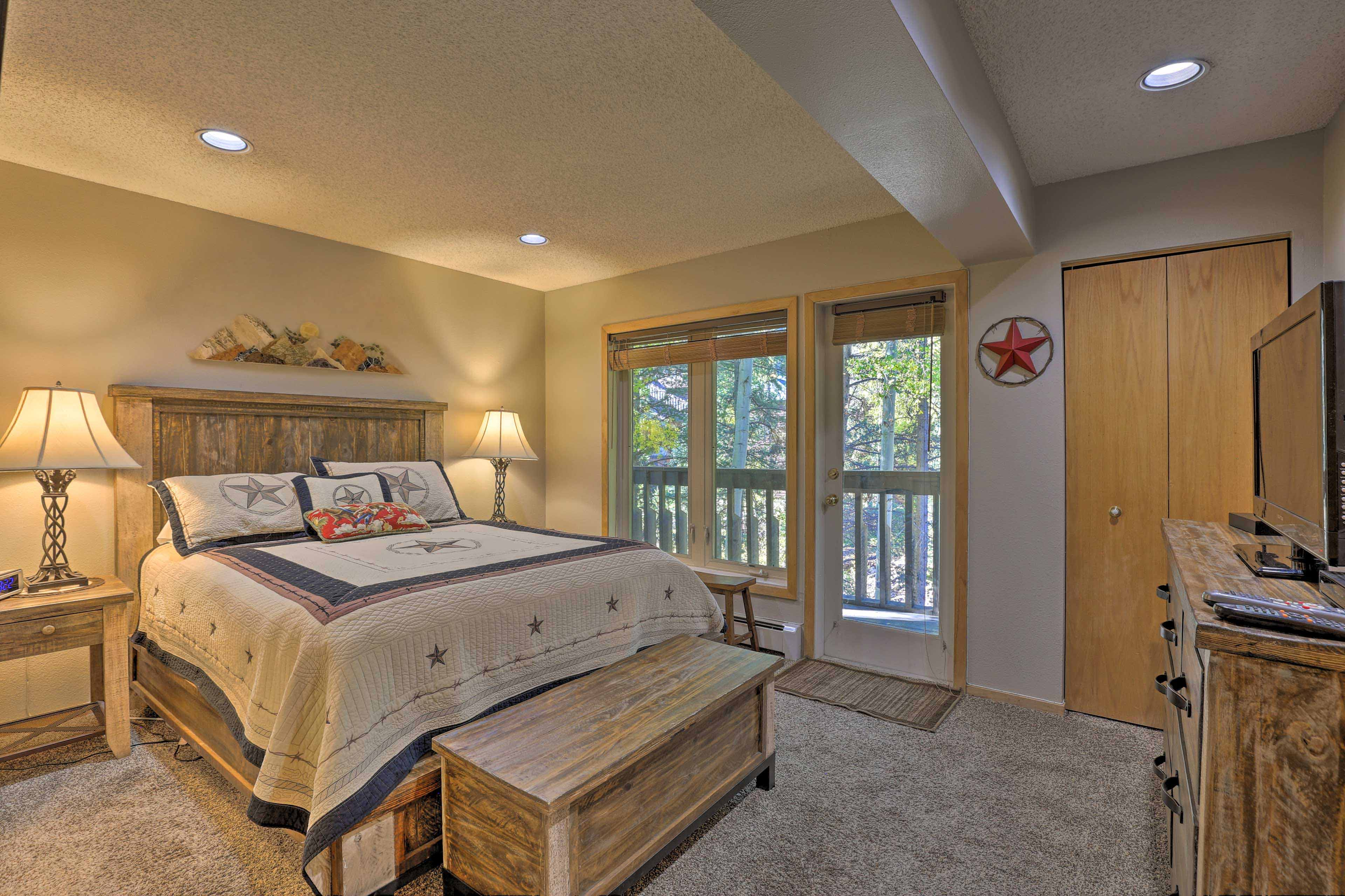 Master Bedroom | Queen Bed | Flat-Screen Cable TV | Private Balcony