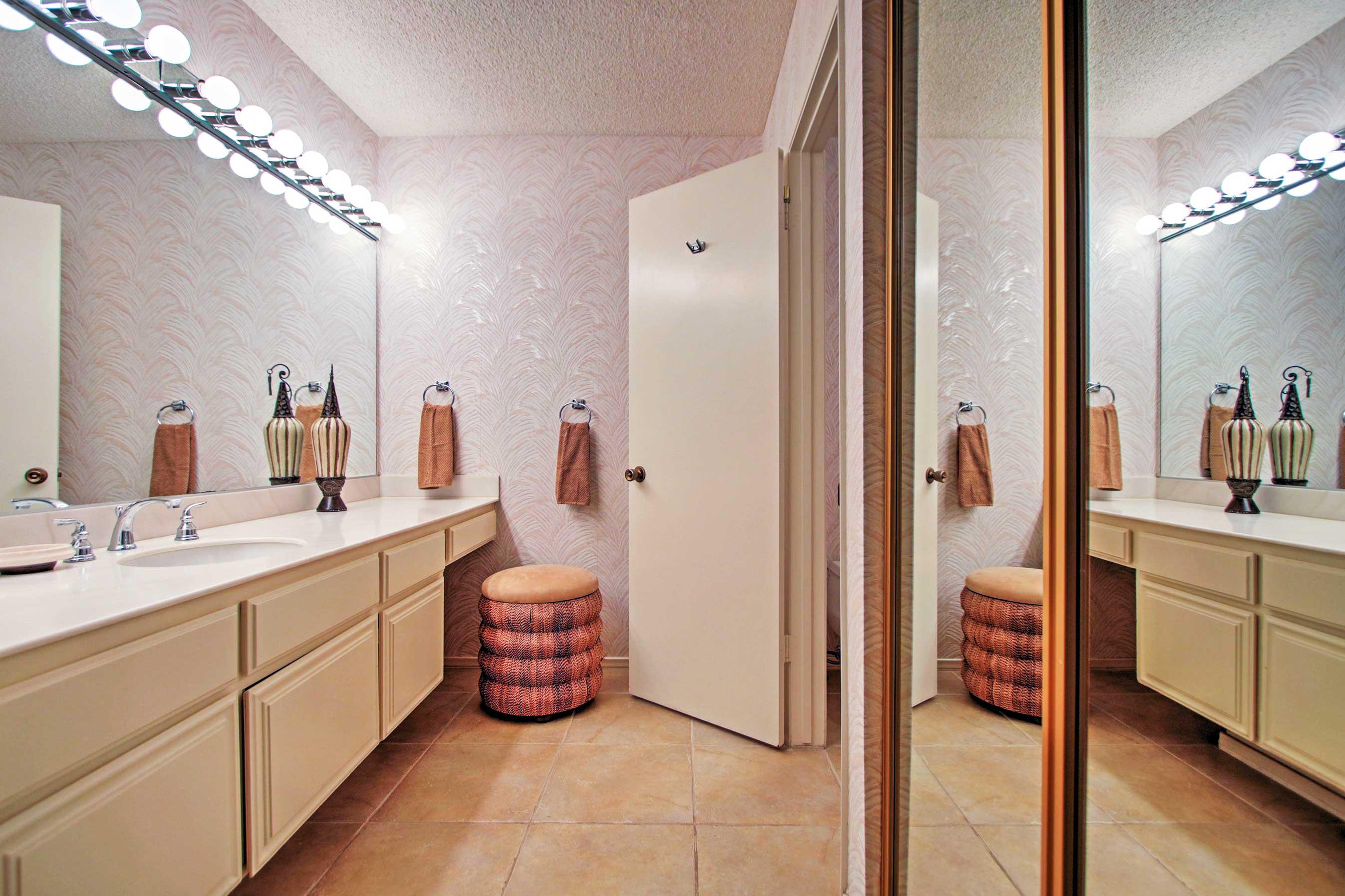 Freshen up in this en-suite bathroom.