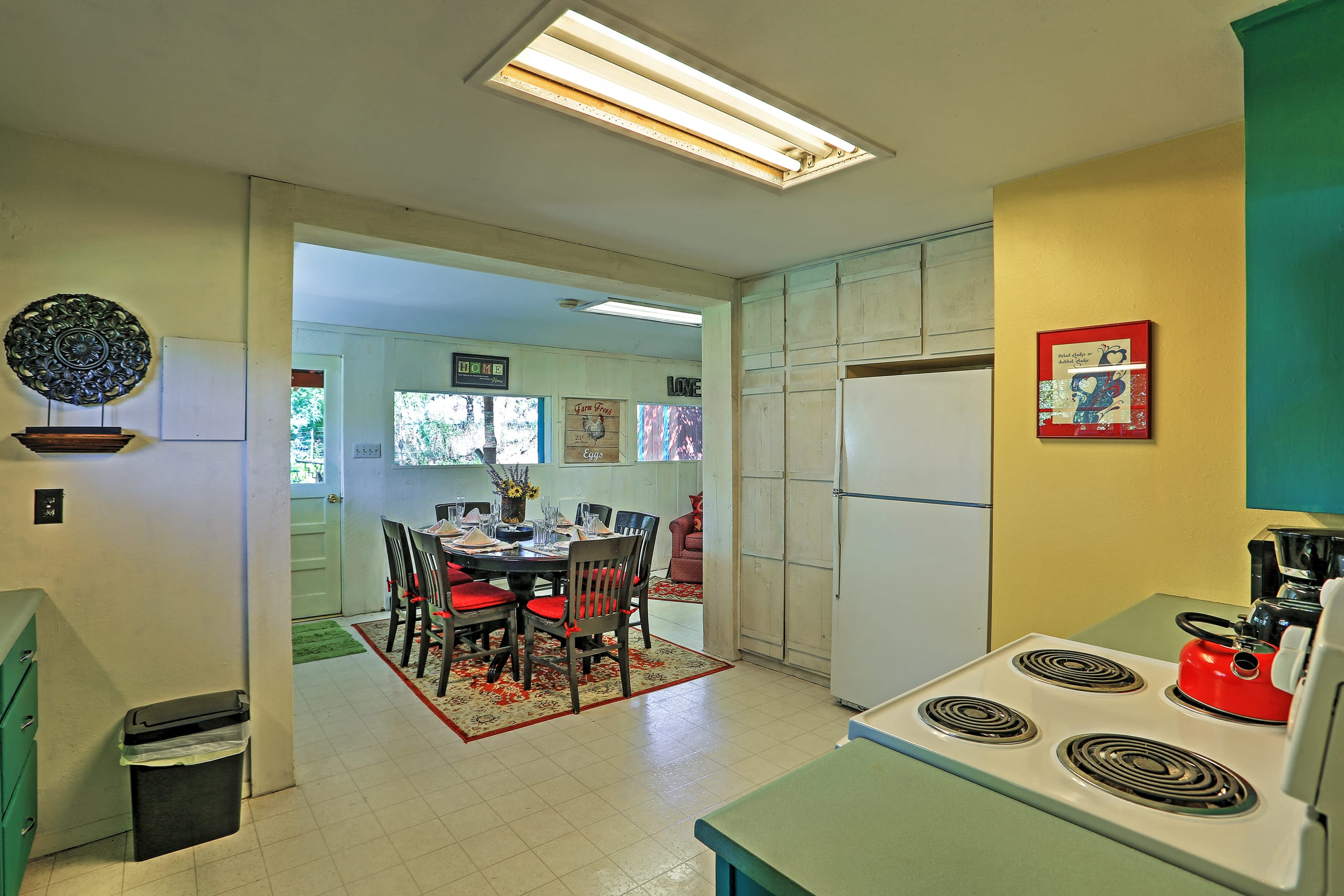 This full kitchen is equipped with all appliances necessary.