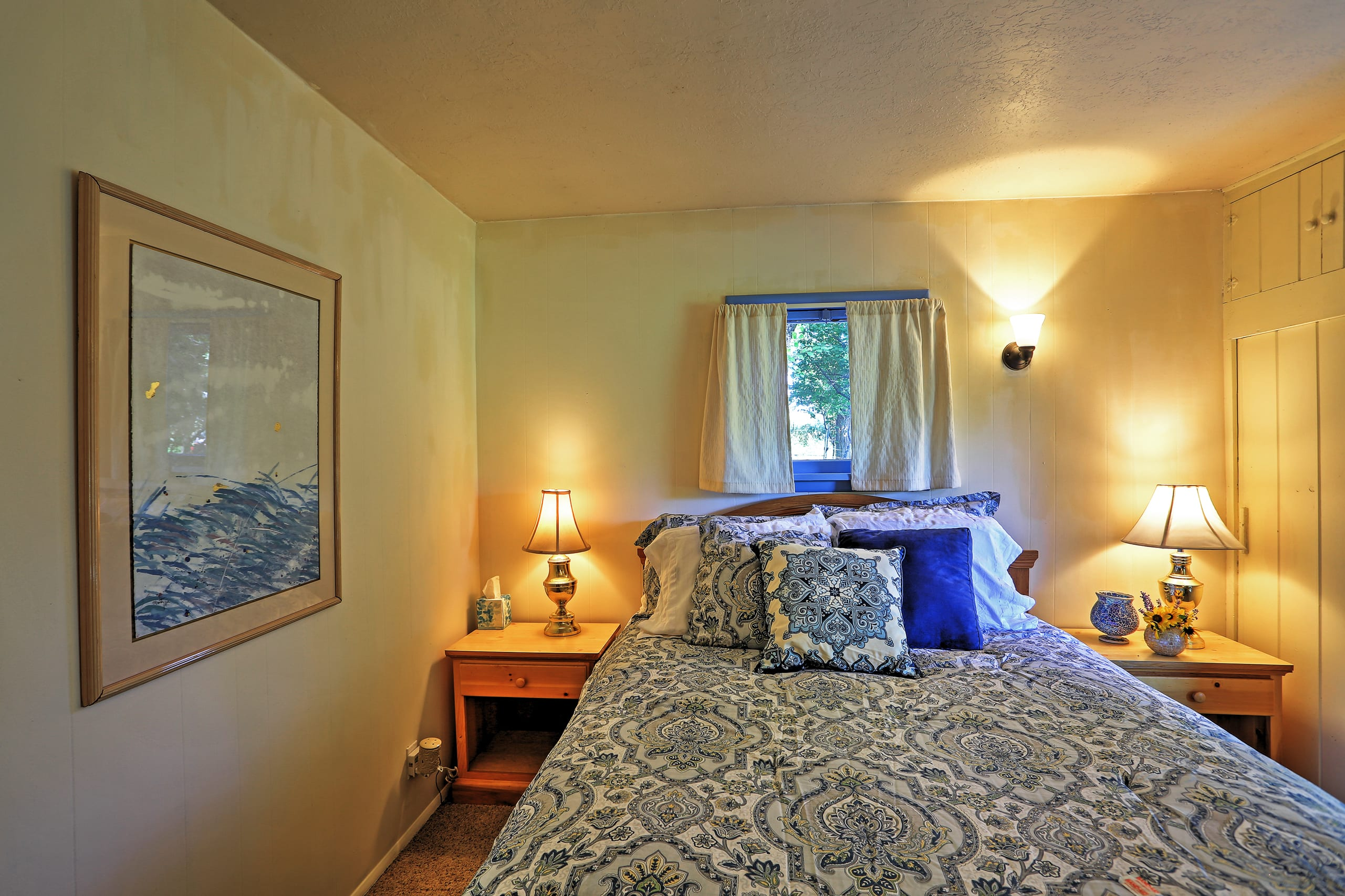 This room features a queen-sized bed.