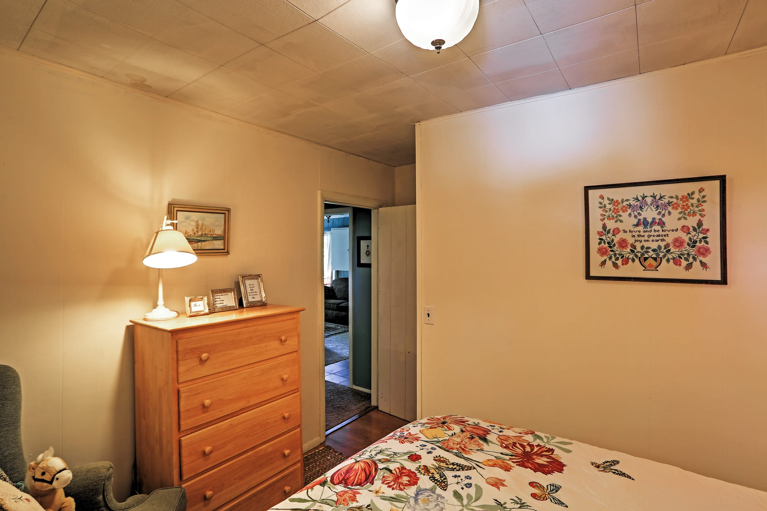 This room features a queen bed as well.