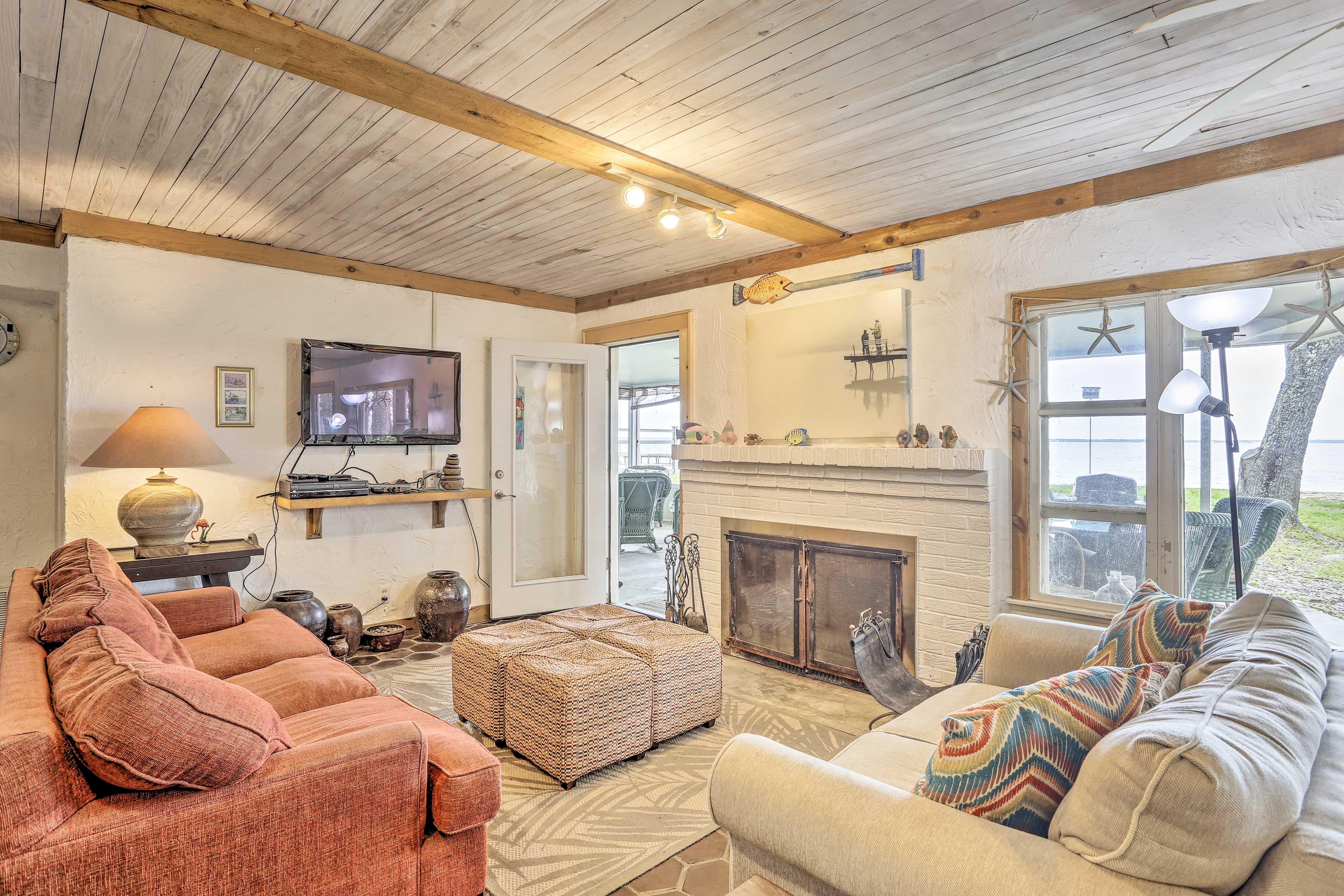 Escape to this 3-bed, 2-bath vacation rental home in Santa Rosa Beach!