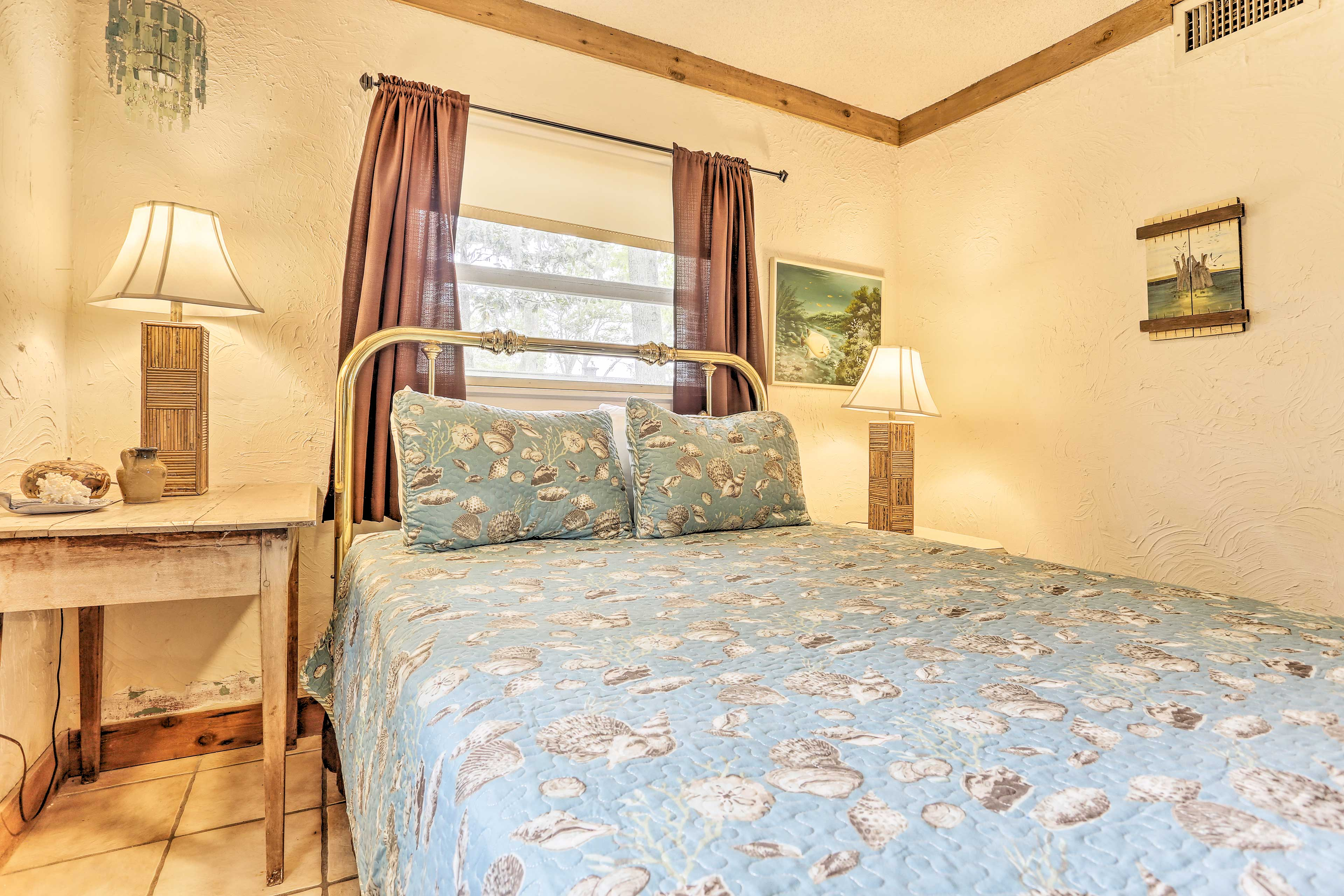 The home comfortably sleeps your group of family or friends!