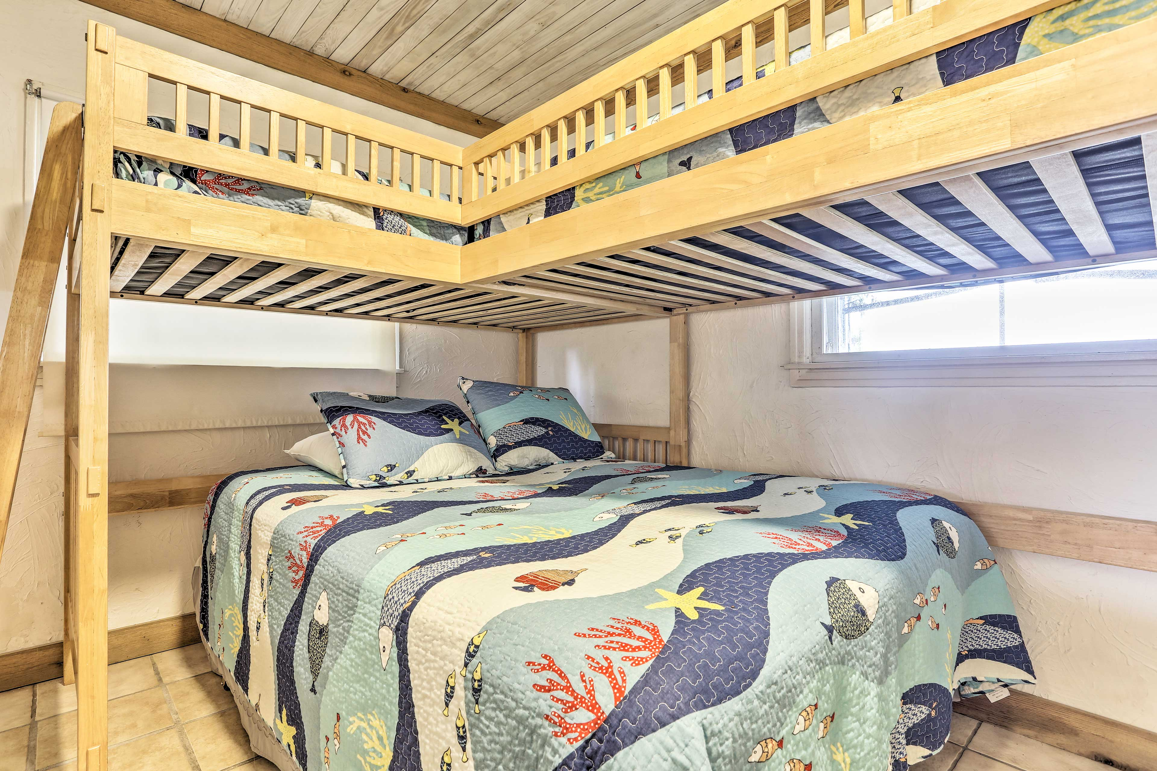Five can share this bedroom.