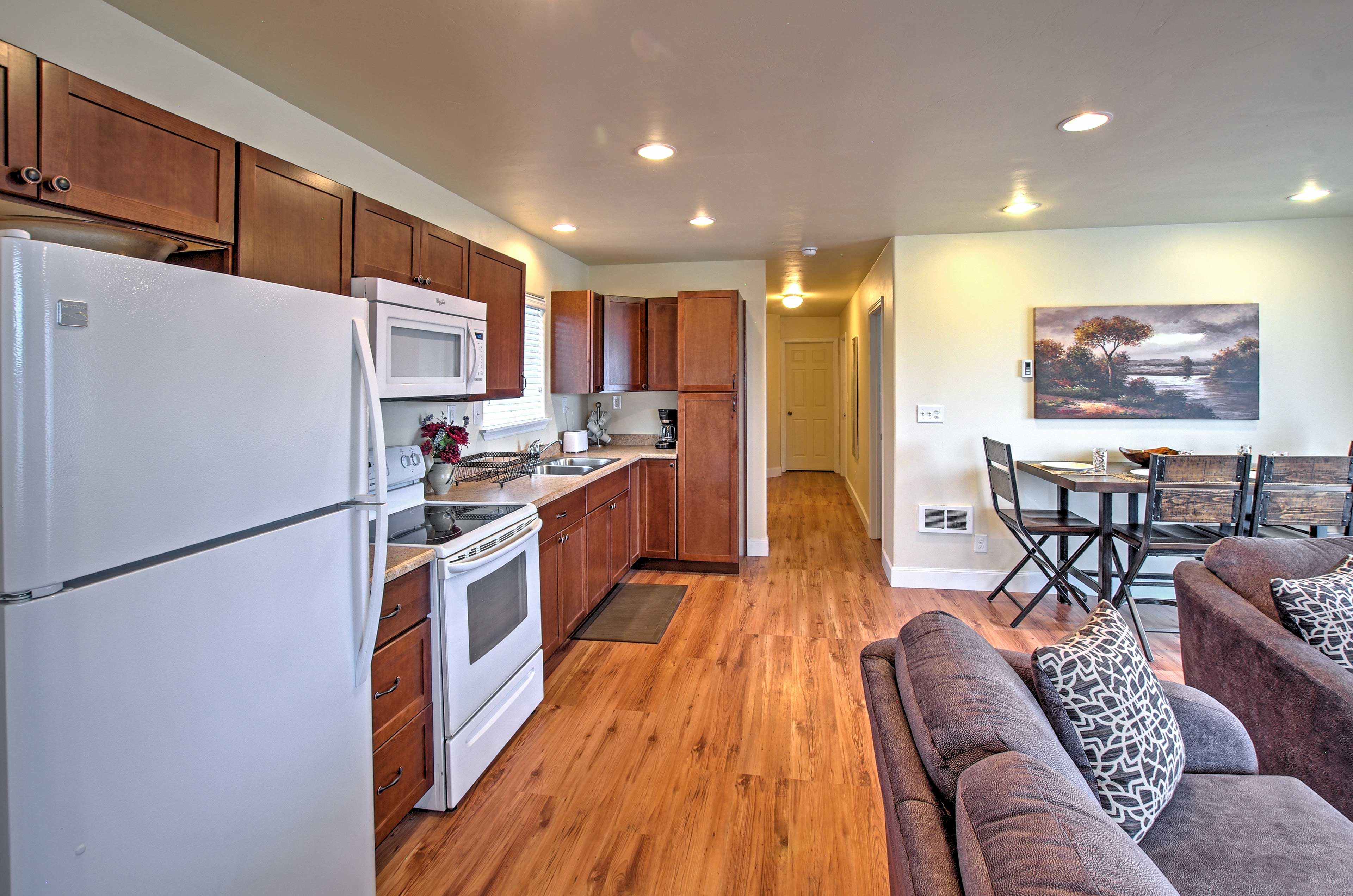 The well equipped kitchen is perfect for preparing home-made dishes.
