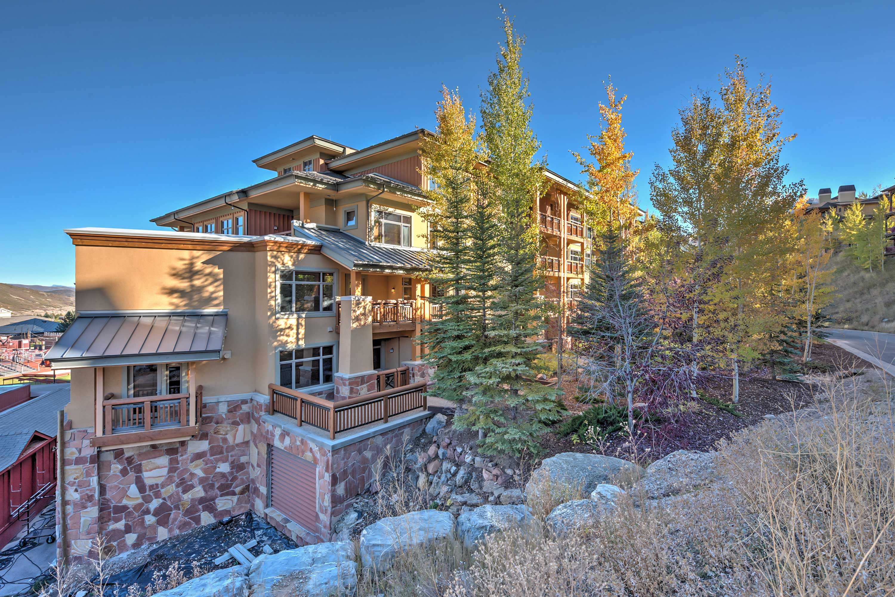 Enjoy the best location in the heart of Canyons Village at the Sundial Lodge!