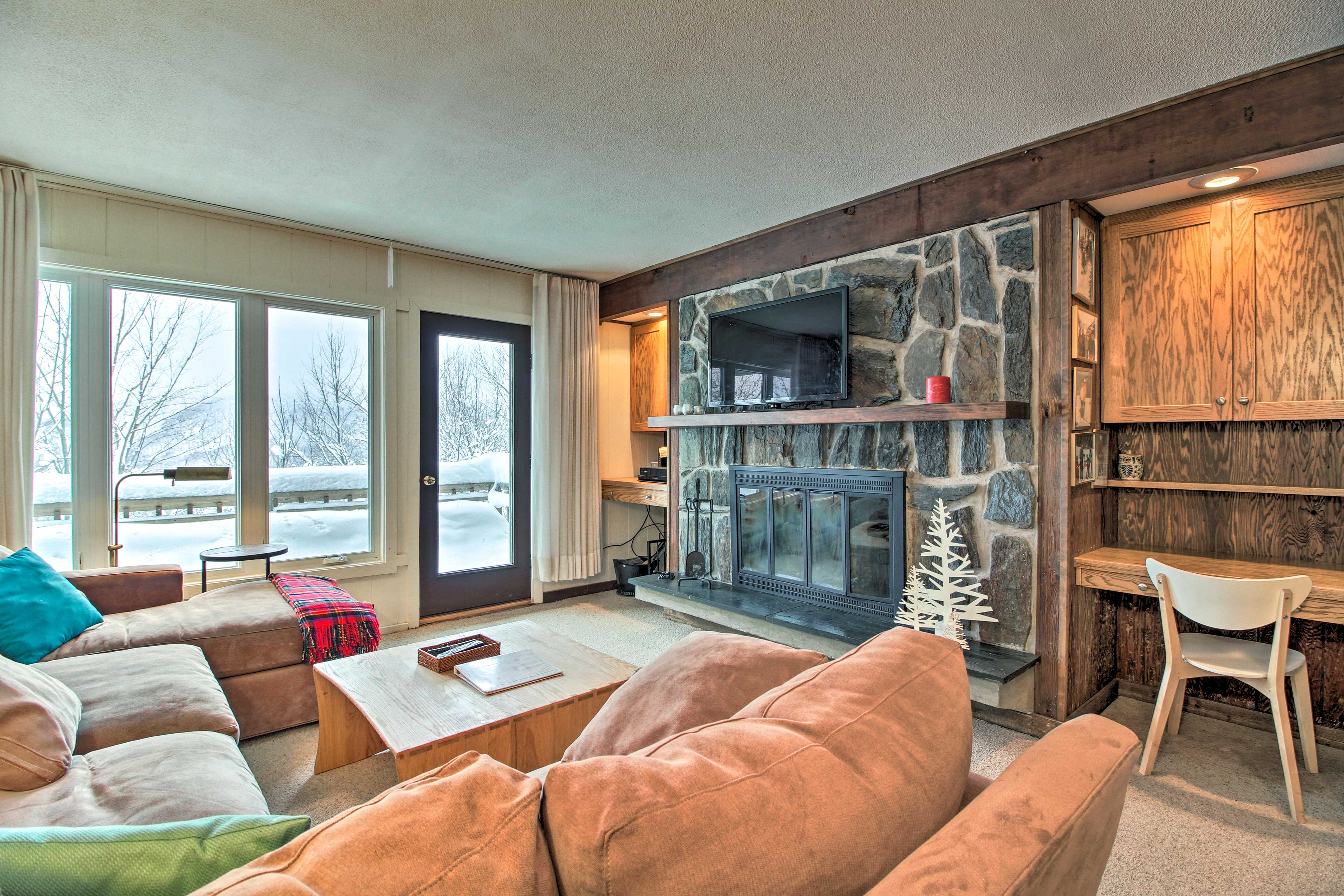 This condo comfortably sleeps up to 8 guests!