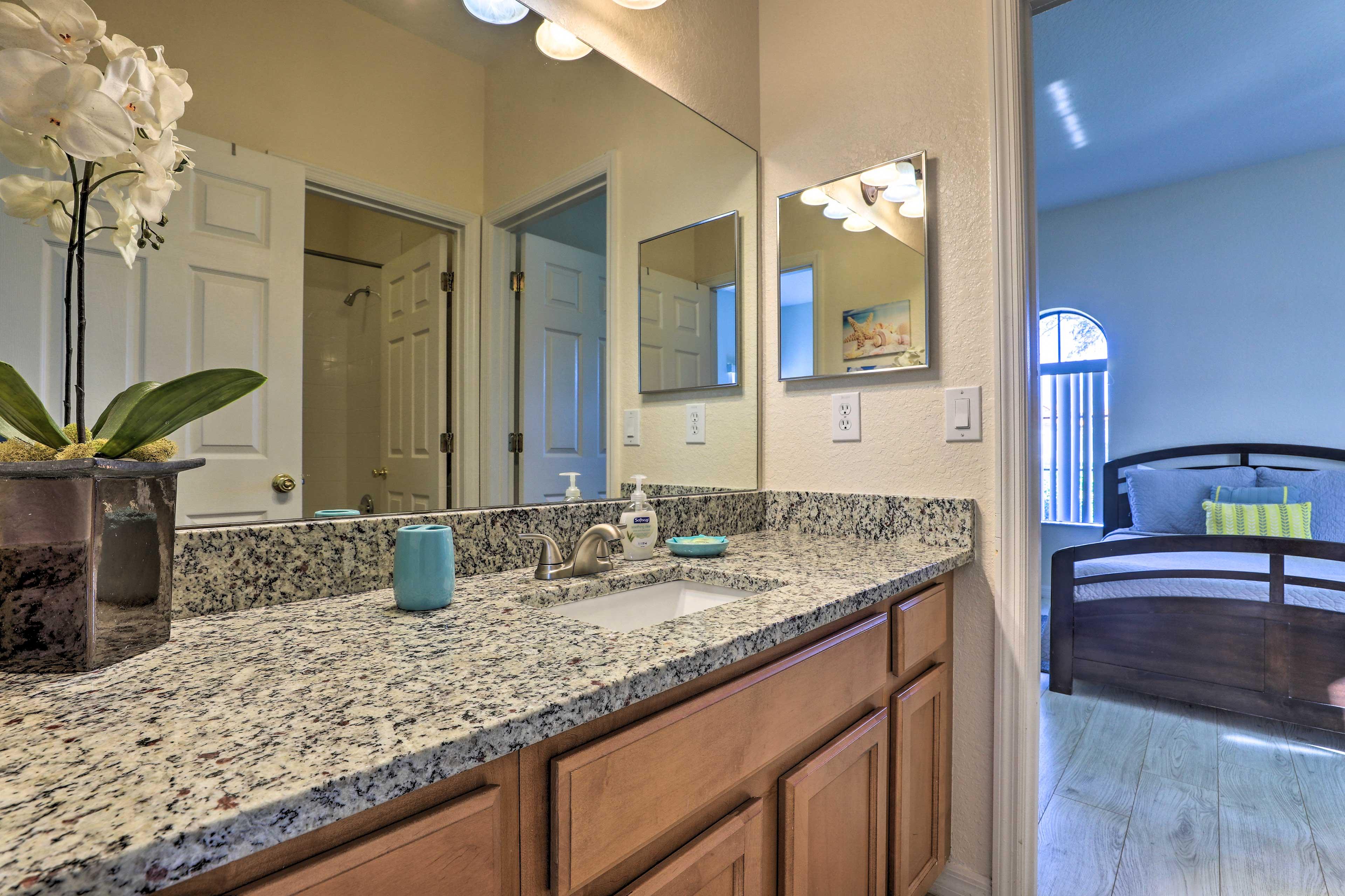 Freshen up in this full en-suite bathroom.