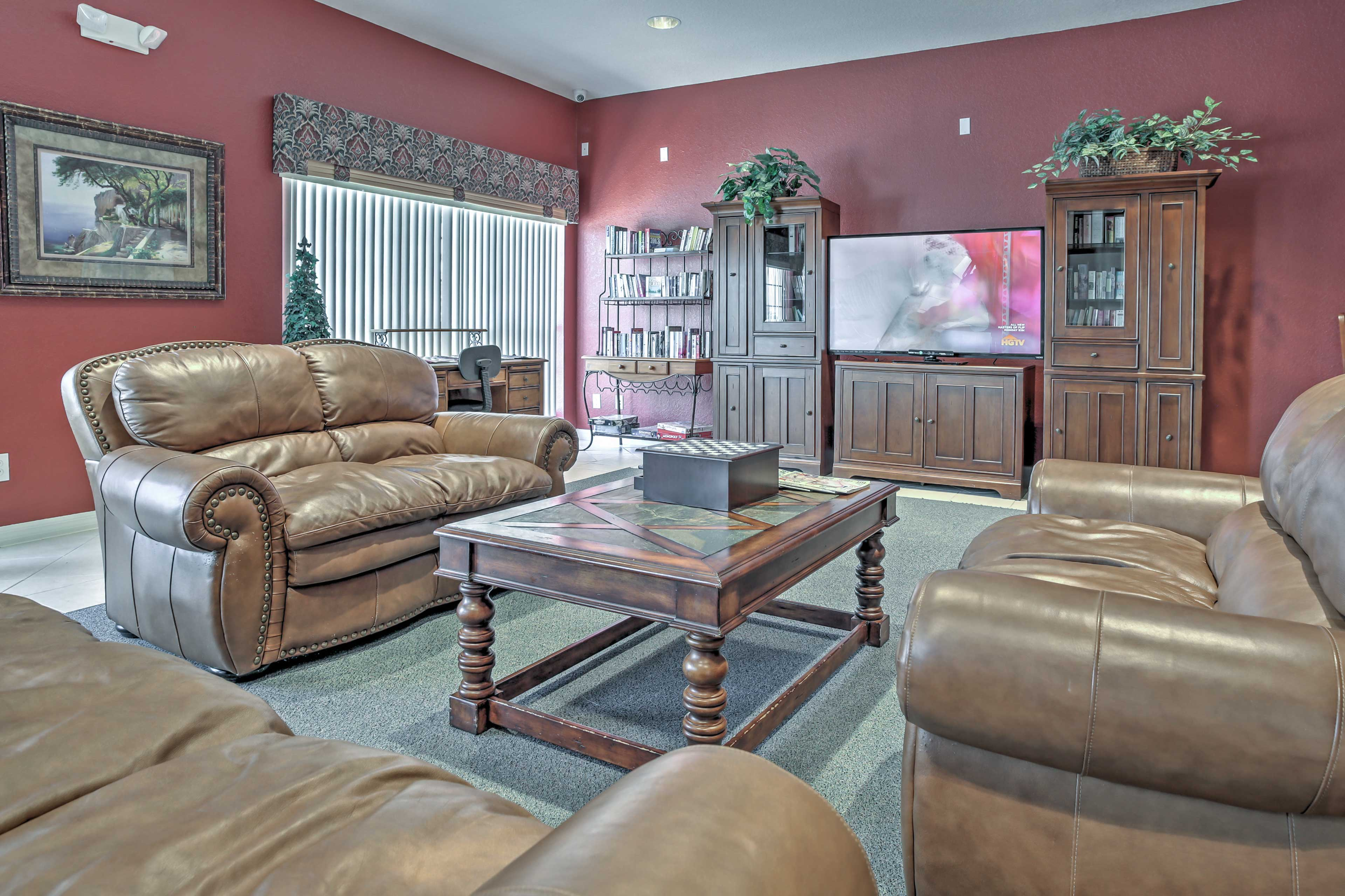 Gather in the clubhouse's living area to watch your favorite TV shows.