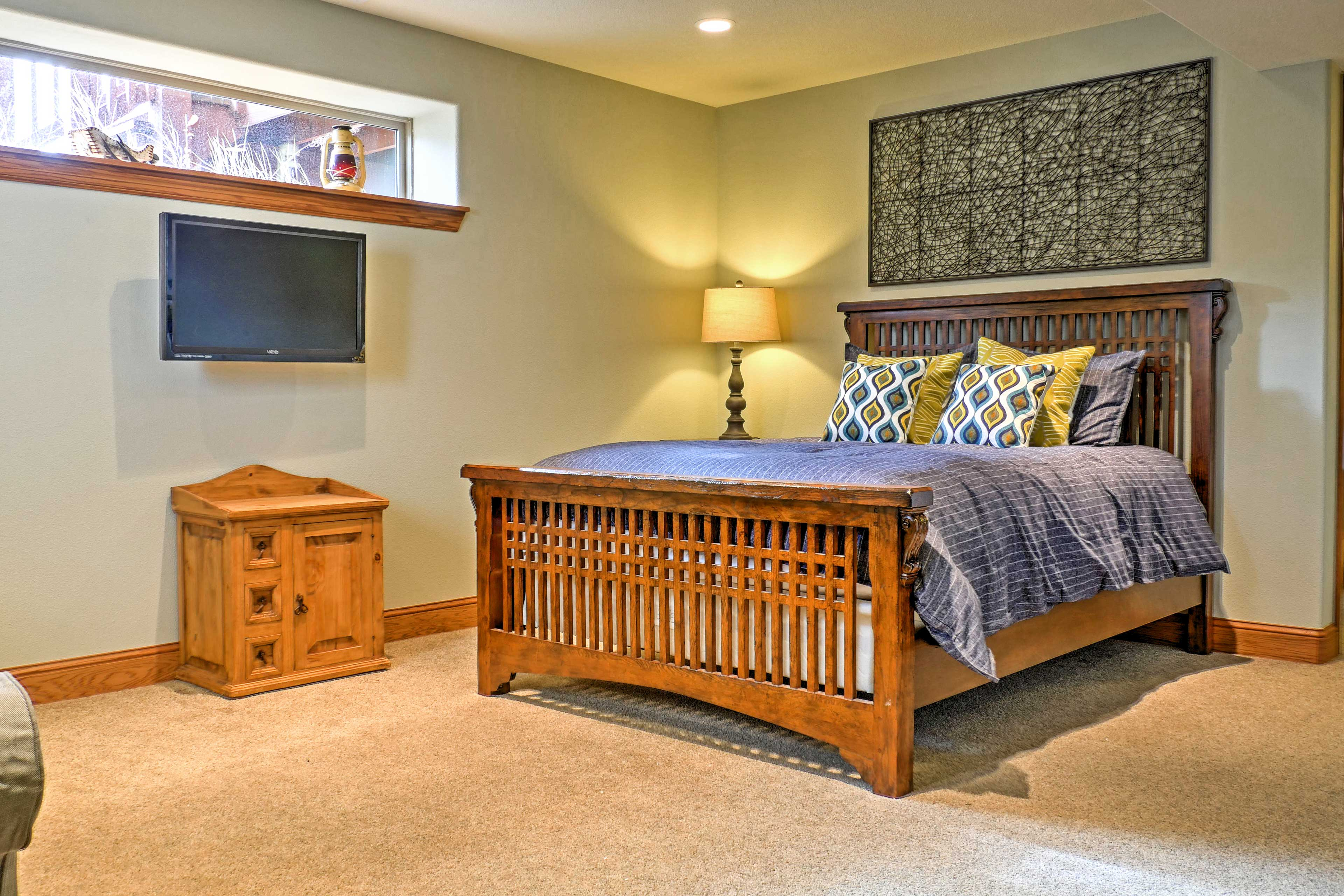 You'll love retreating to this spacious bedroom at the end of eventful vacation days.