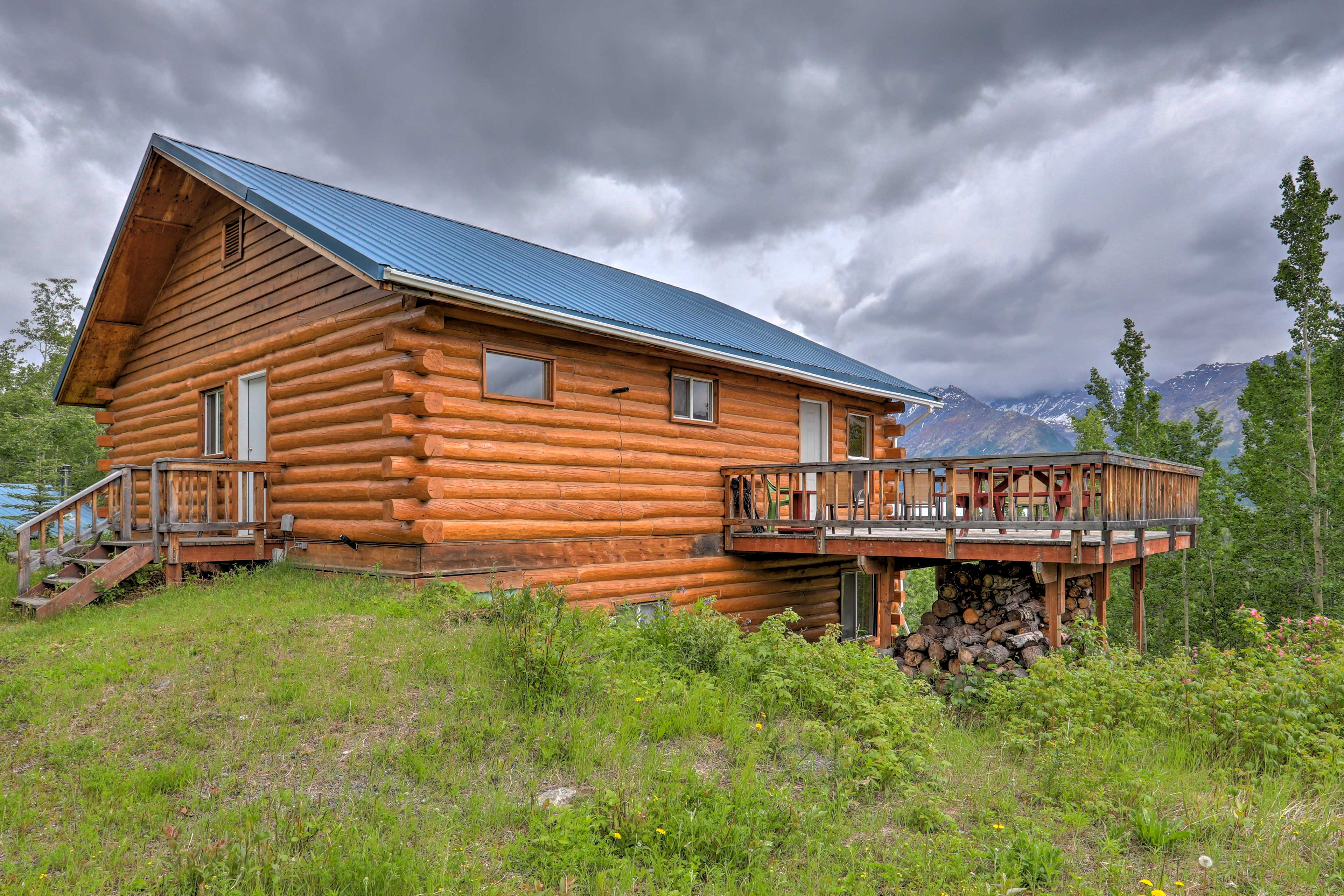 This 3-bedroom, 1-bath cabin offers a world-class Alaskan destination!