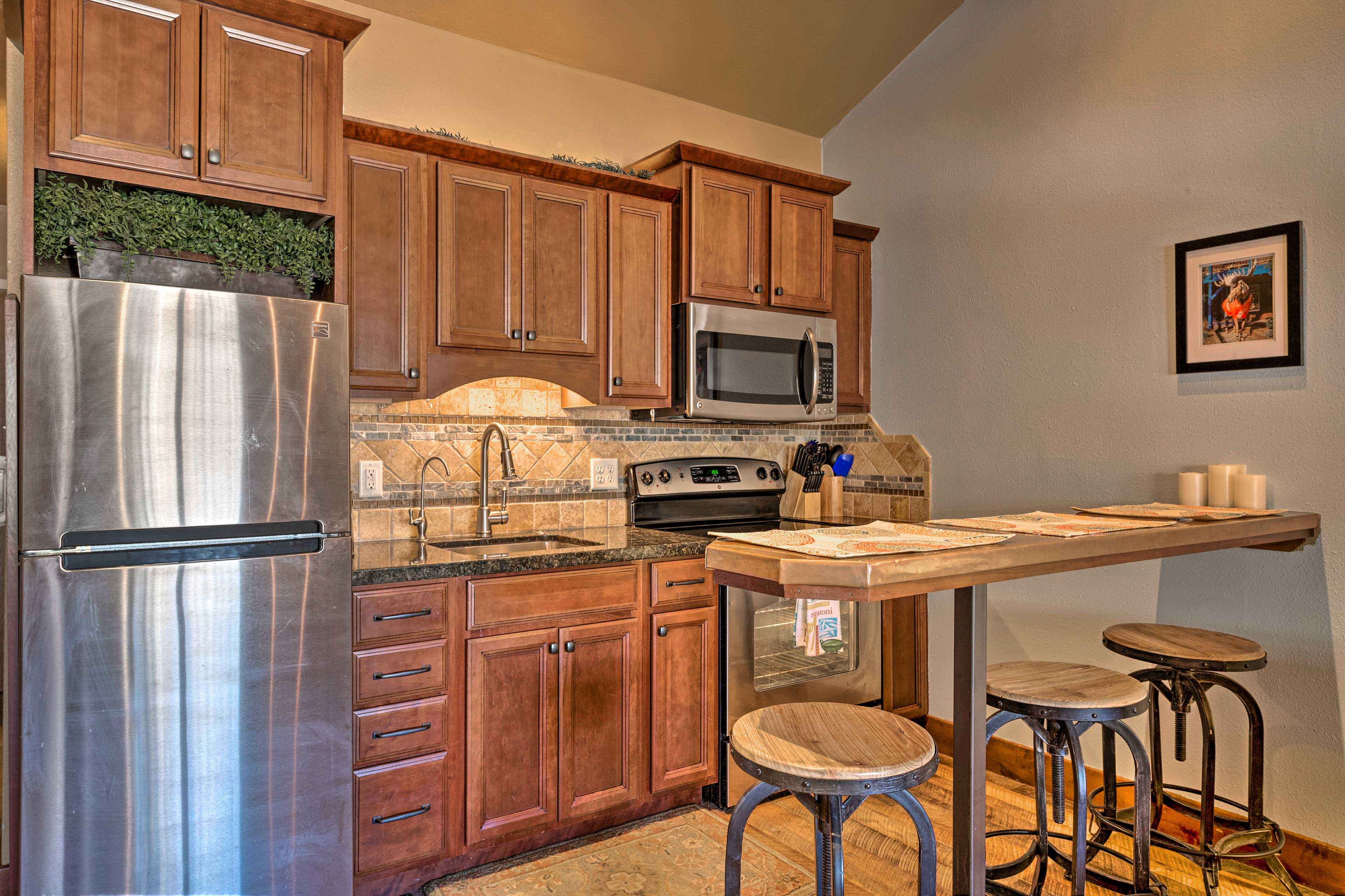 Look forward to preparing tasty meals and snacks in the fully equipped kitchen.