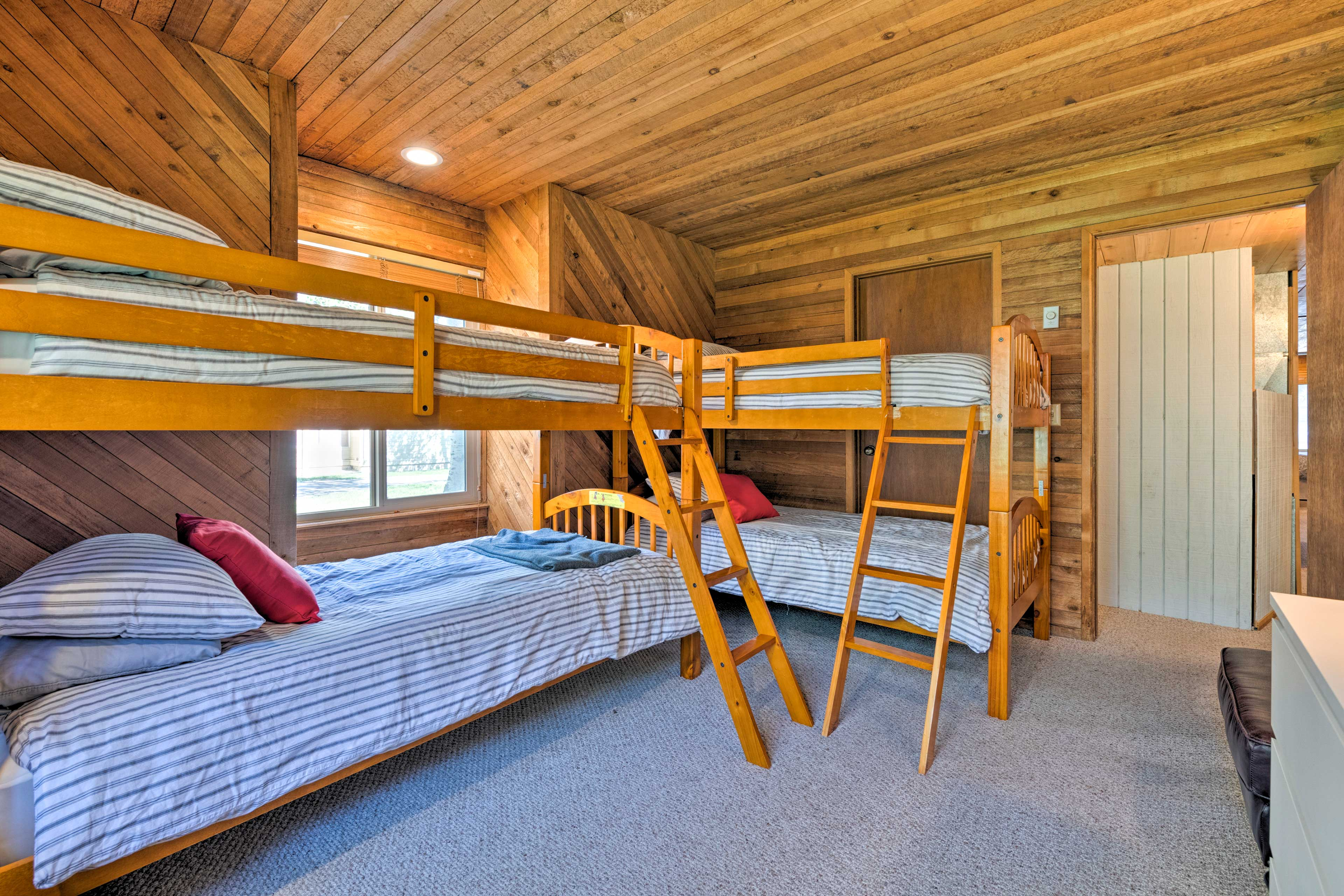 First one off the slopes gets dibs on the top bunk!