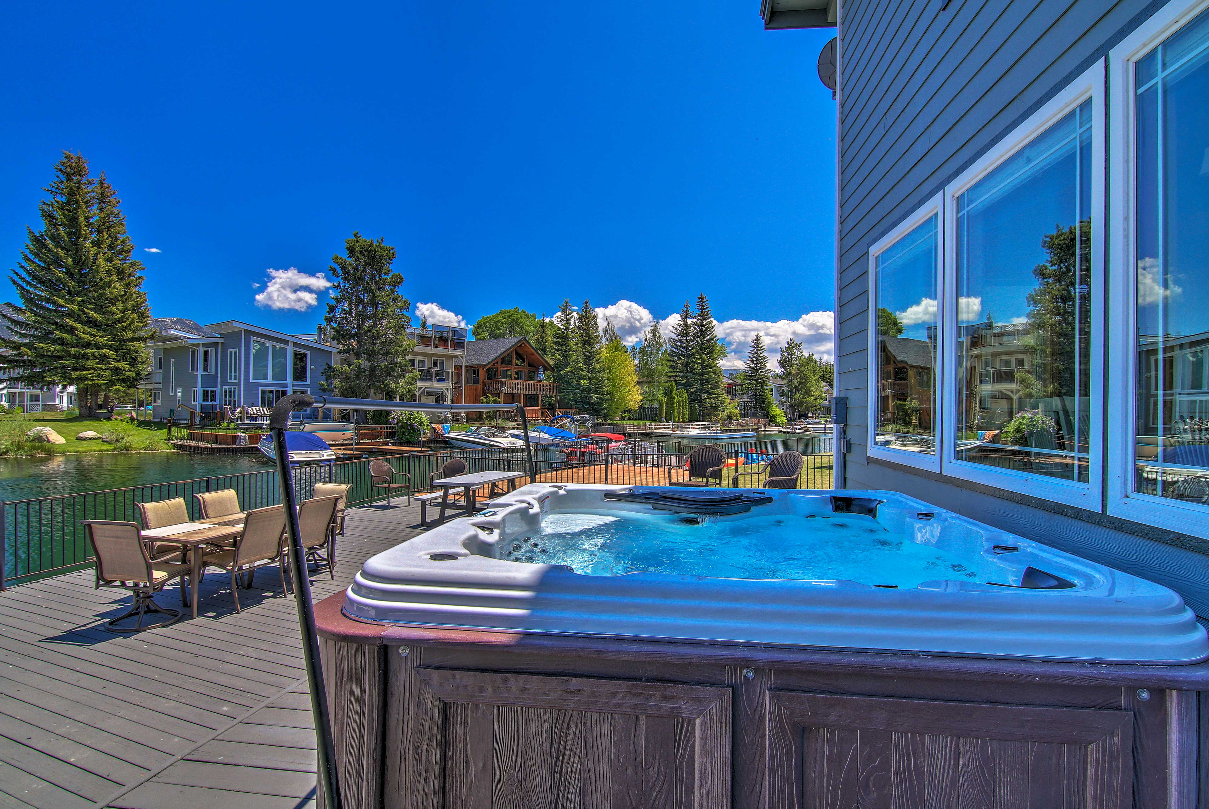 Live large with this expansive deck!