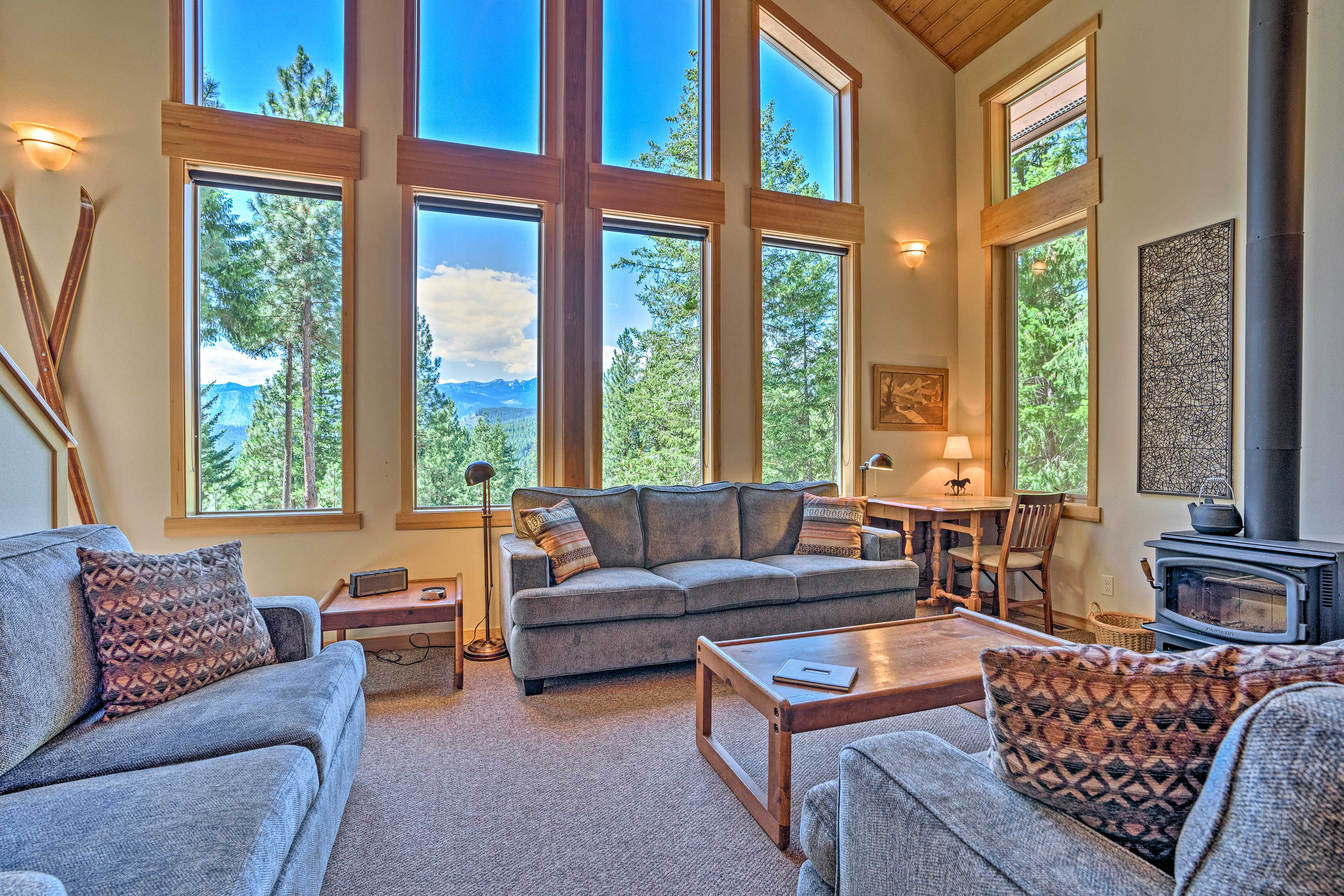 Get ready for a scenic, secluded getaway in the forested hills of Leavenworth.
