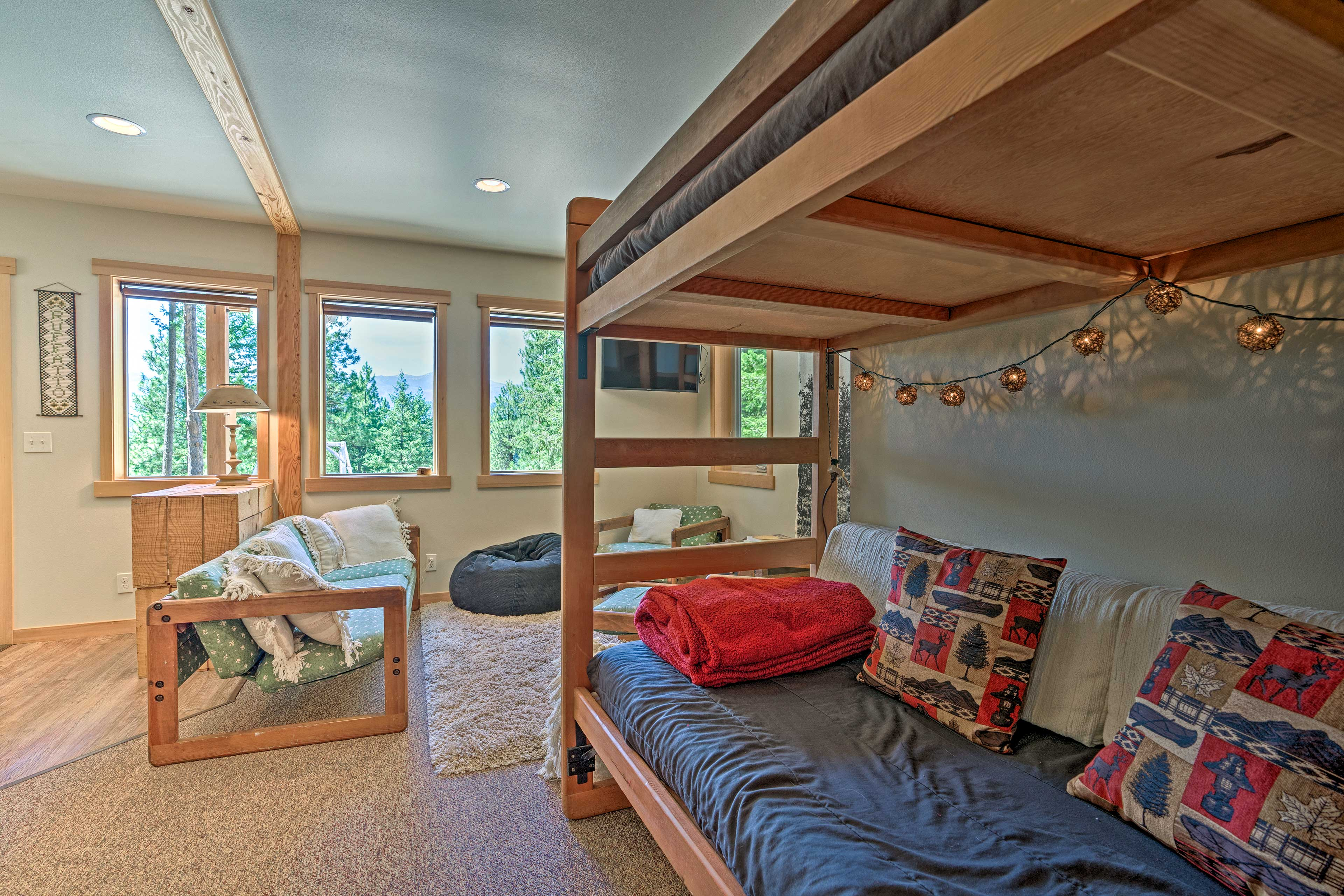 This area has a twin bunk bed.
