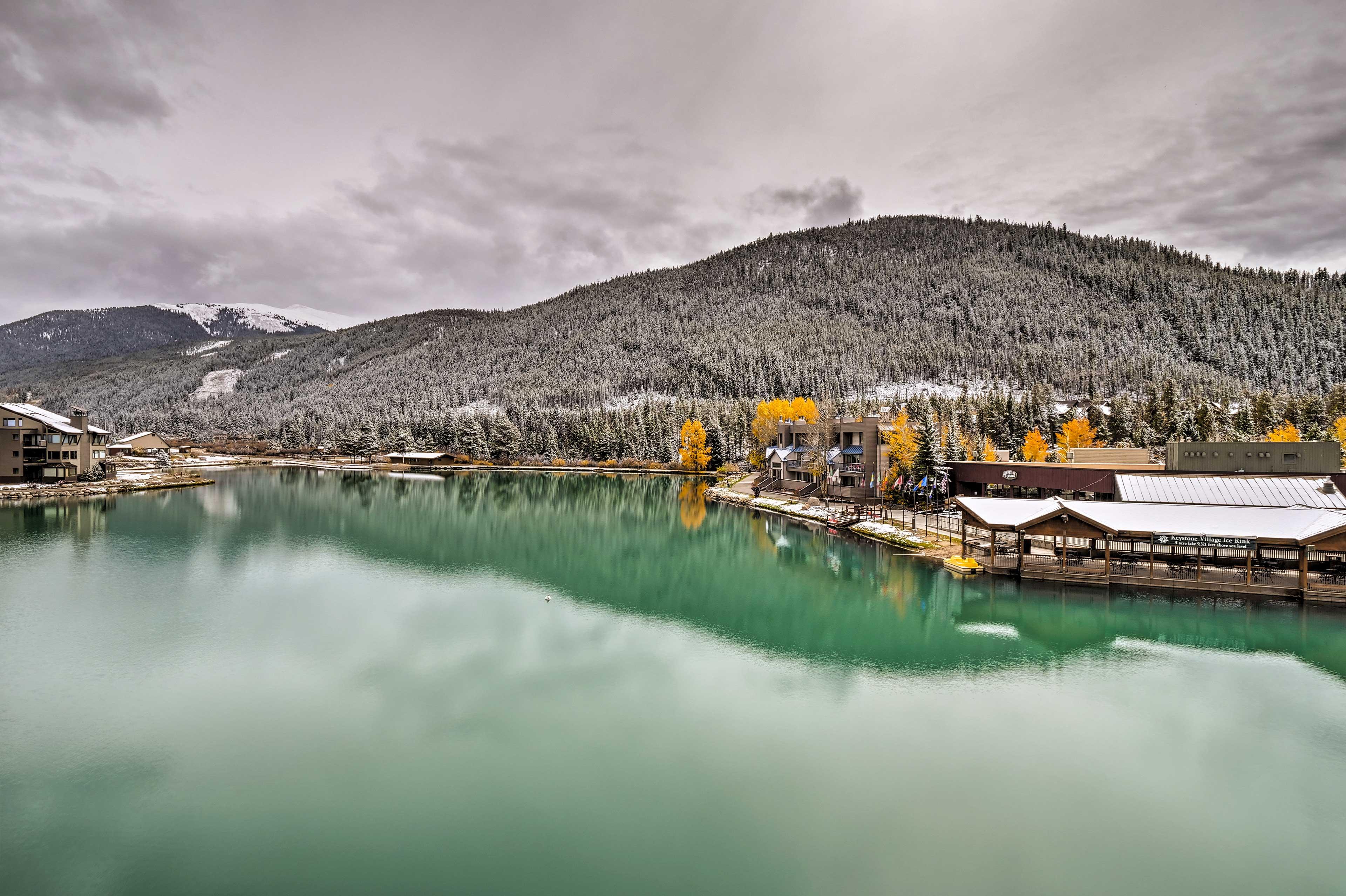 Enjoy a getaway at this Lakeside Village vacation rental on Keystone Lake!