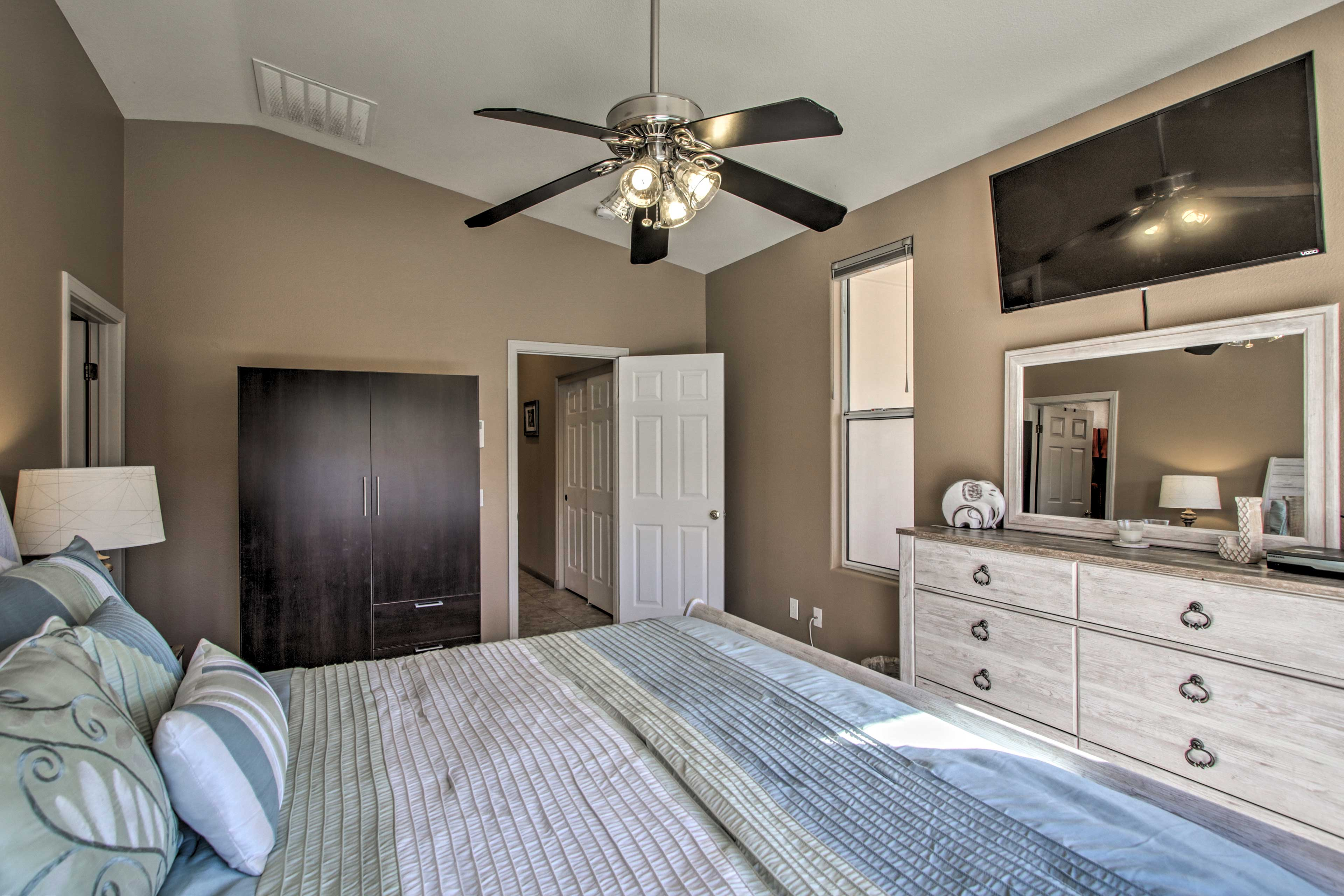 The Master Bedroom offers a flat-screen cable TV as well.